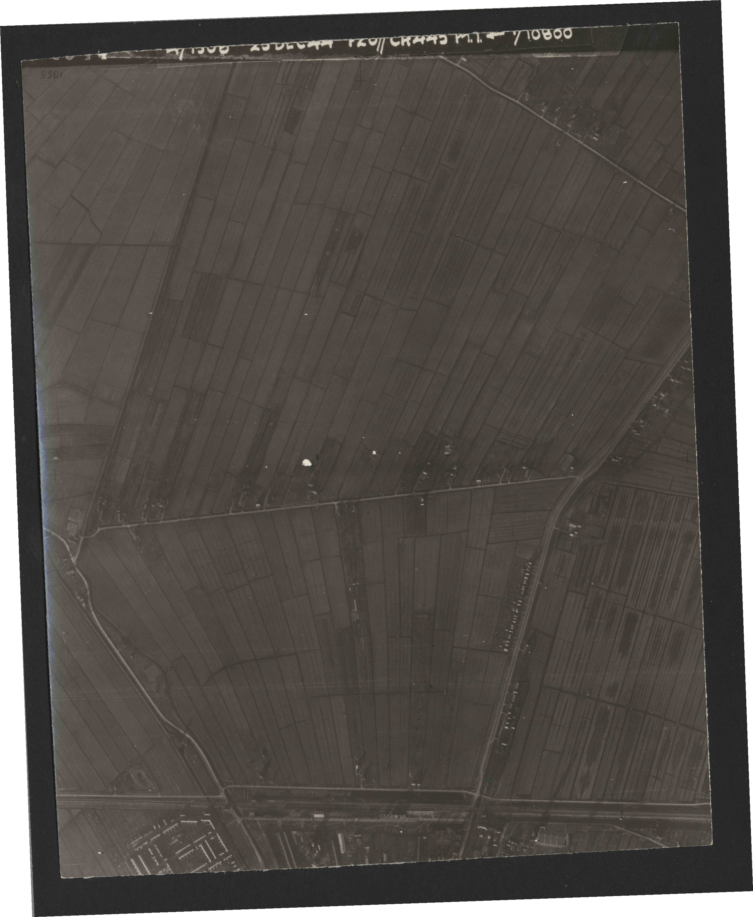 Collection RAF aerial photos 1940-1945 - flight 269, run 04, photo 4044