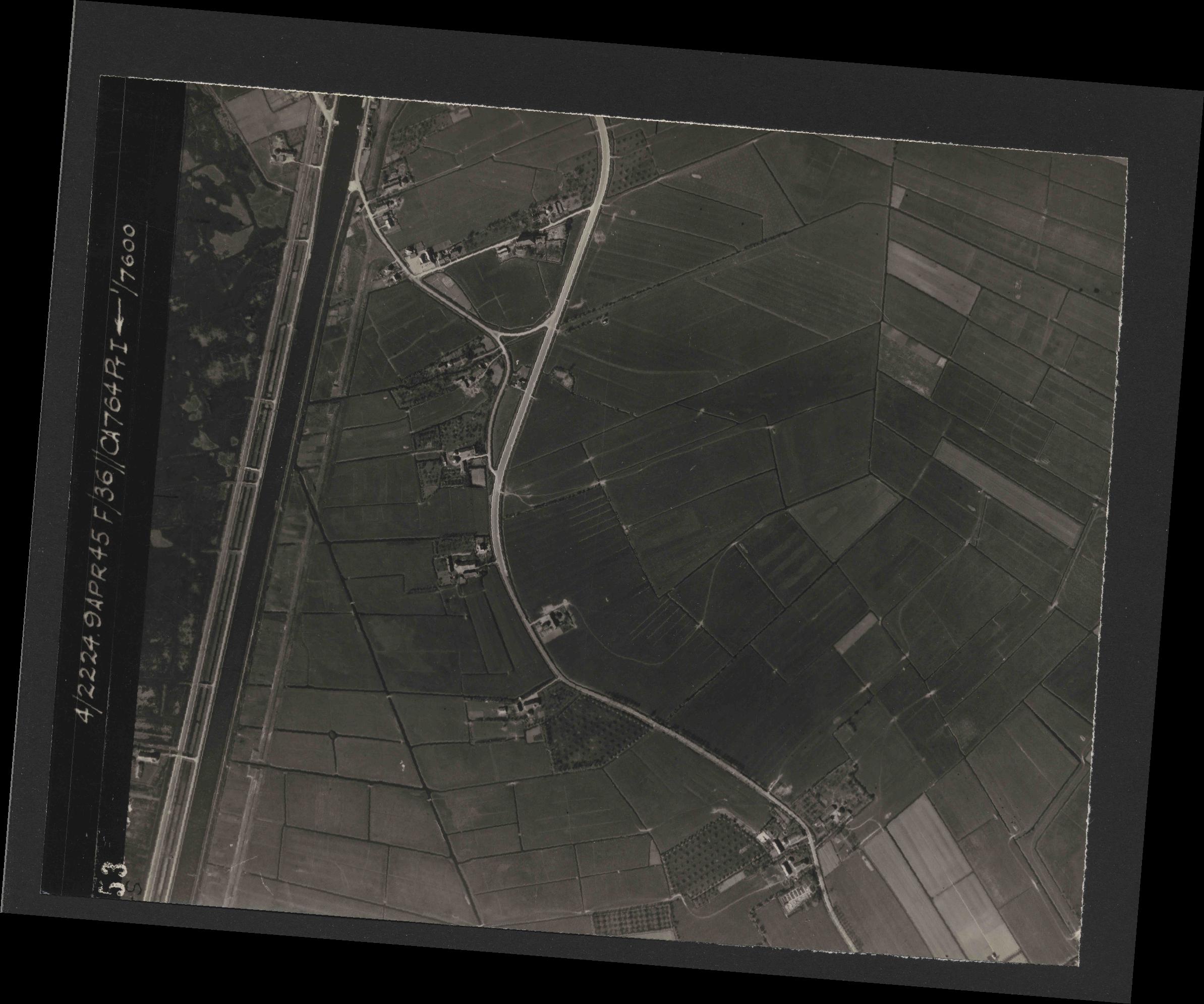 Collection RAF aerial photos 1940-1945 - flight 271, run 07, photo 4053
