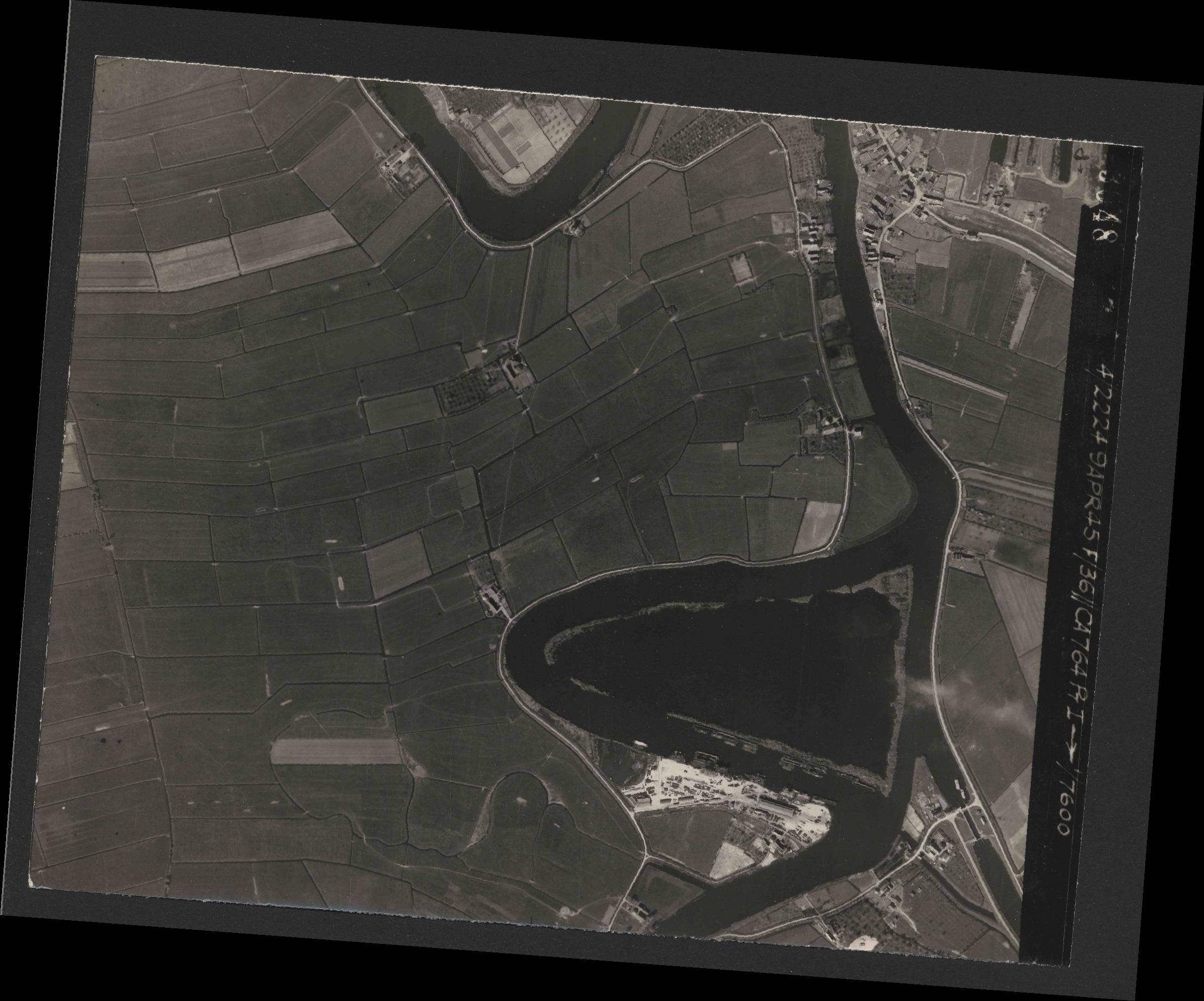 Collection RAF aerial photos 1940-1945 - flight 271, run 08, photo 3048