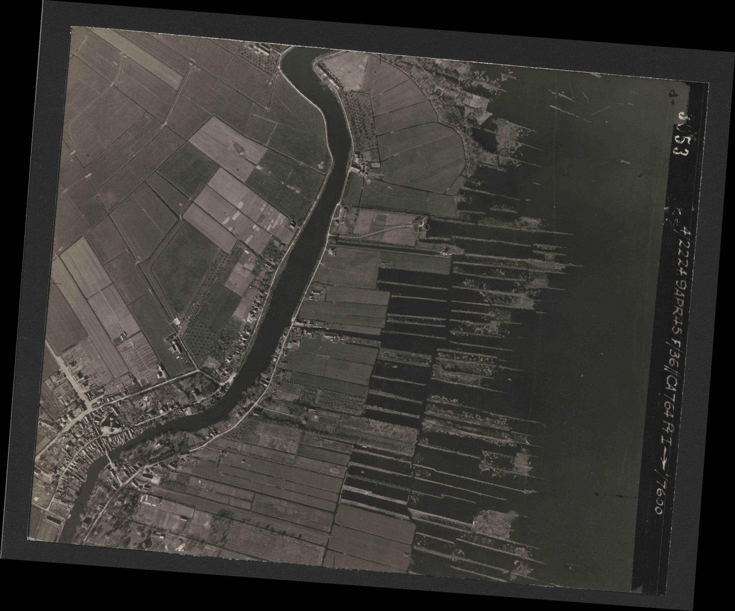 Collection RAF aerial photos 1940-1945 - flight 271, run 08, photo 3053