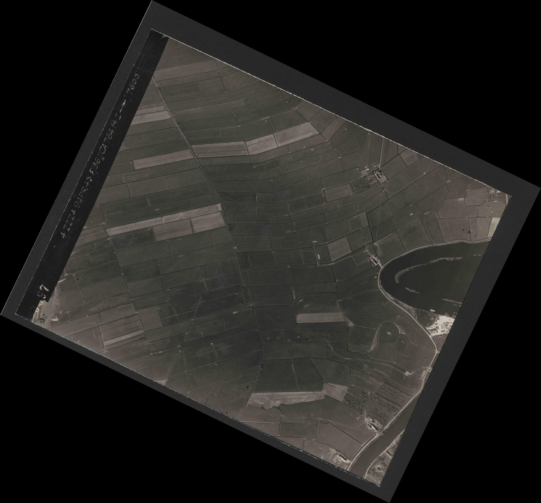 Collection RAF aerial photos 1940-1945 - flight 271, run 09, photo 3097