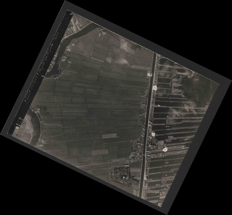 Collection RAF aerial photos 1940-1945 - flight 271, run 09, photo 3102