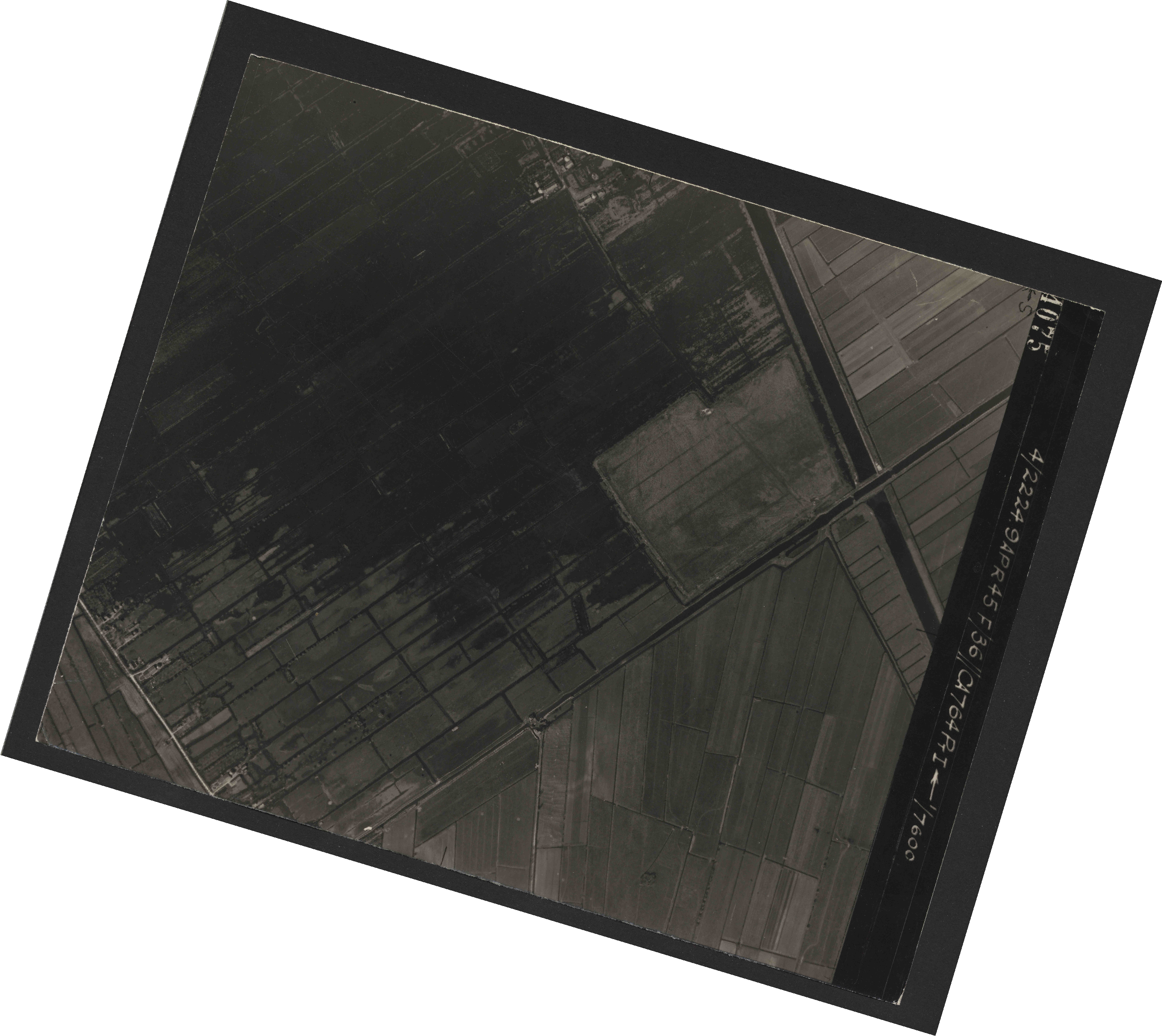 Collection RAF aerial photos 1940-1945 - flight 271, run 10, photo 4075