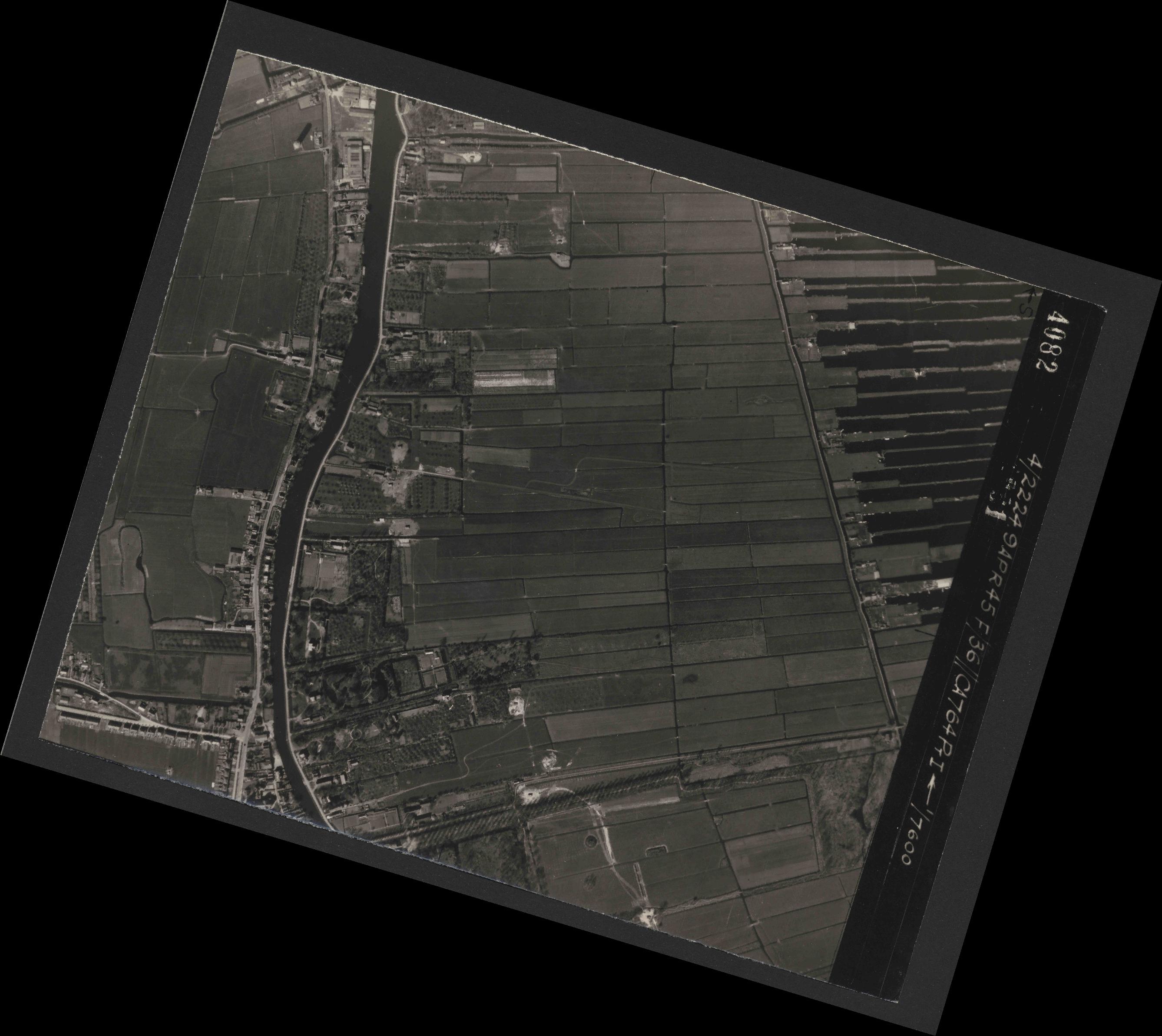 Collection RAF aerial photos 1940-1945 - flight 271, run 10, photo 4082