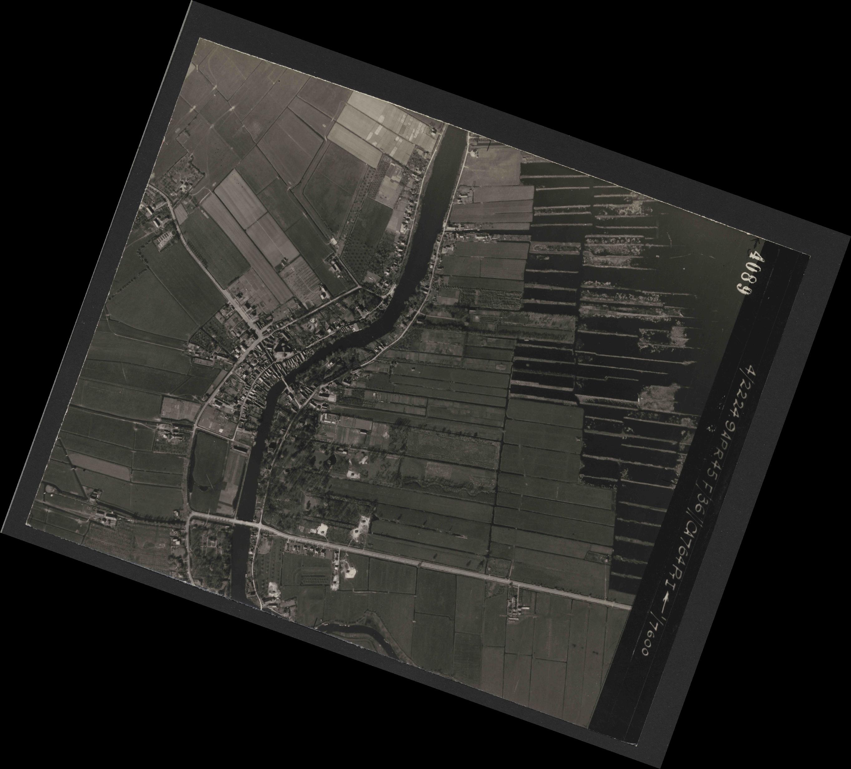Collection RAF aerial photos 1940-1945 - flight 271, run 10, photo 4089
