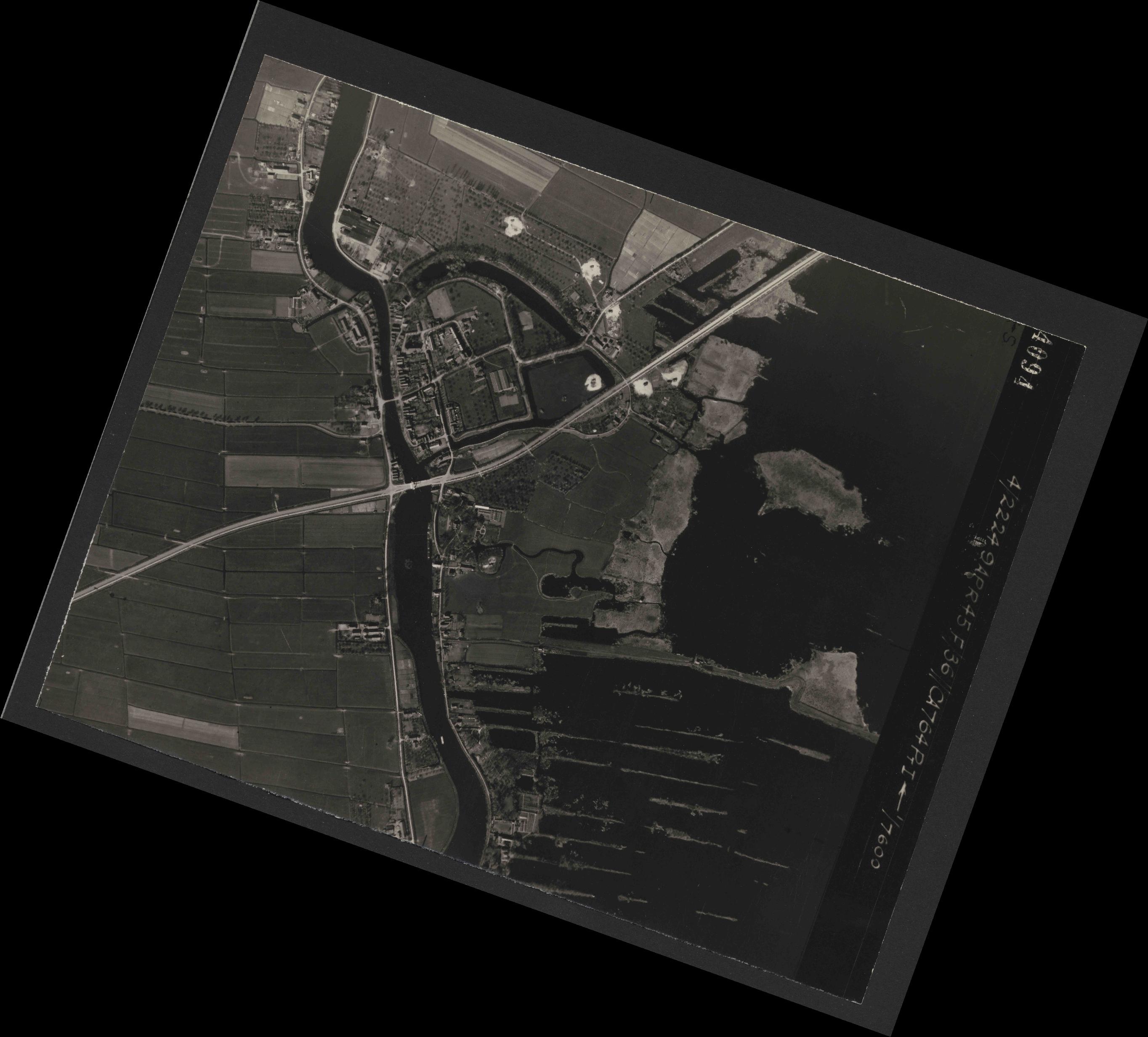 Collection RAF aerial photos 1940-1945 - flight 271, run 10, photo 4094