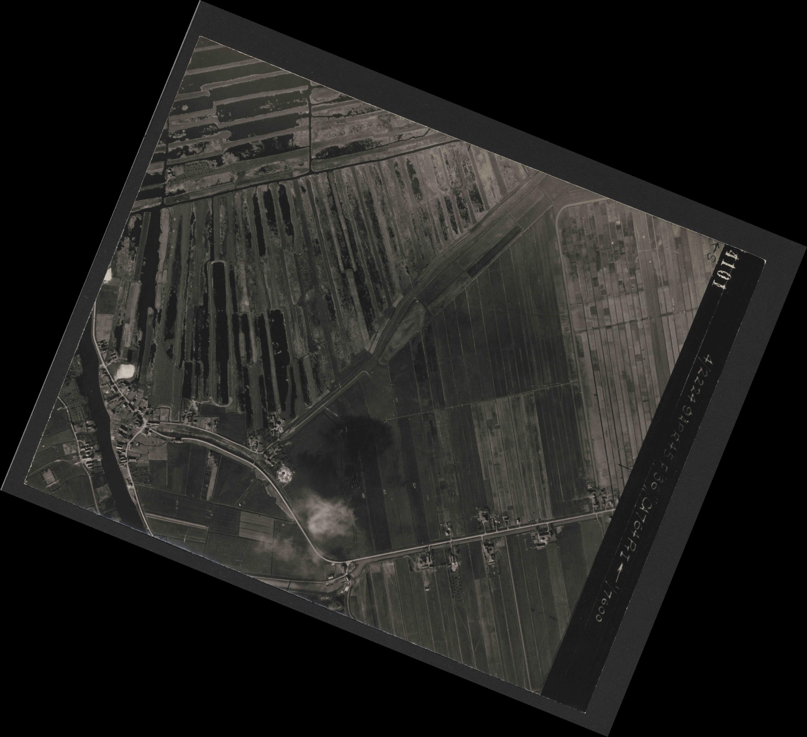 Collection RAF aerial photos 1940-1945 - flight 271, run 10, photo 4101