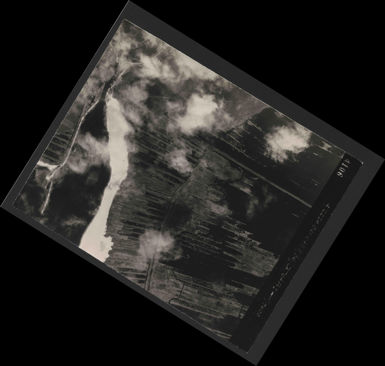 Collection RAF aerial photos 1940-1945 - flight 271, run 10, photo 4106