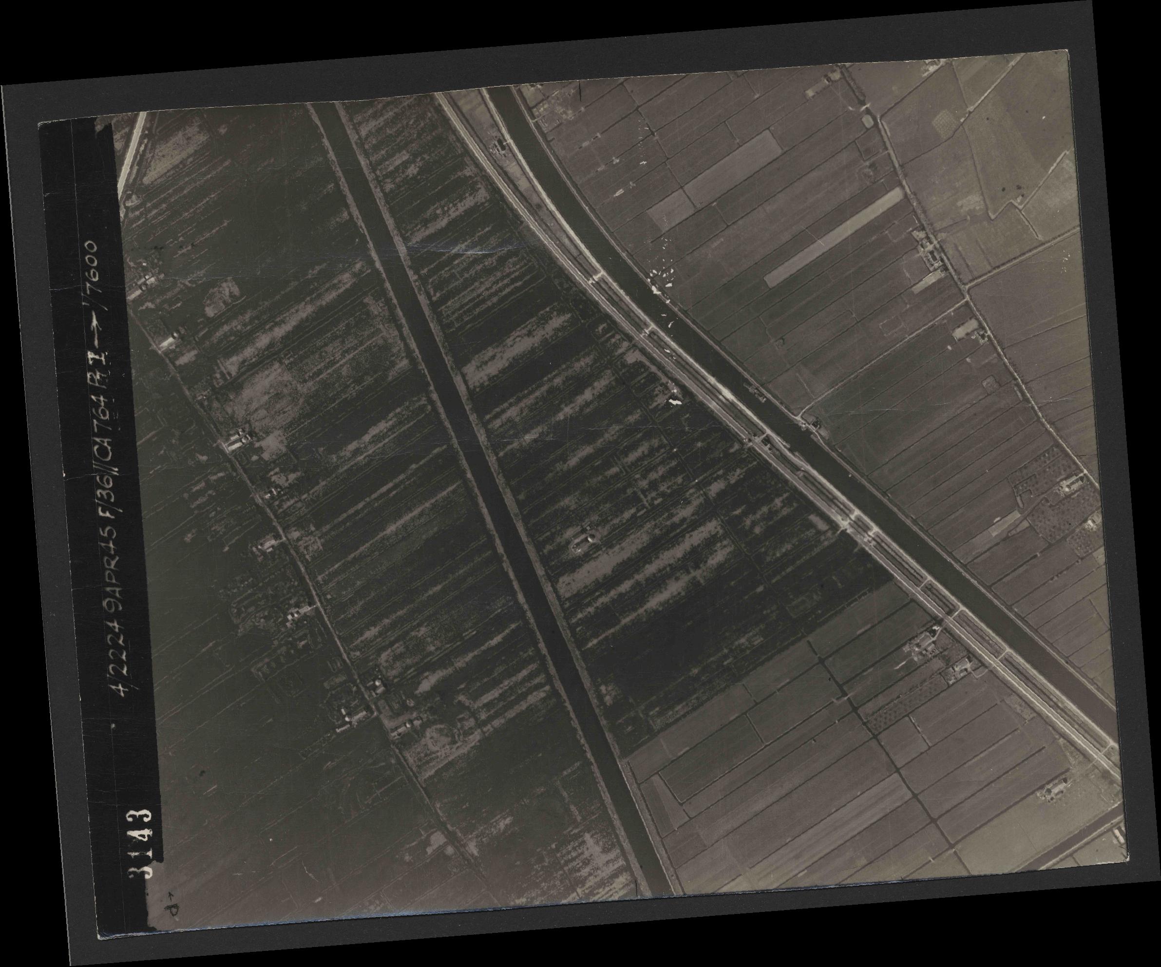 Collection RAF aerial photos 1940-1945 - flight 271, run 11, photo 3143