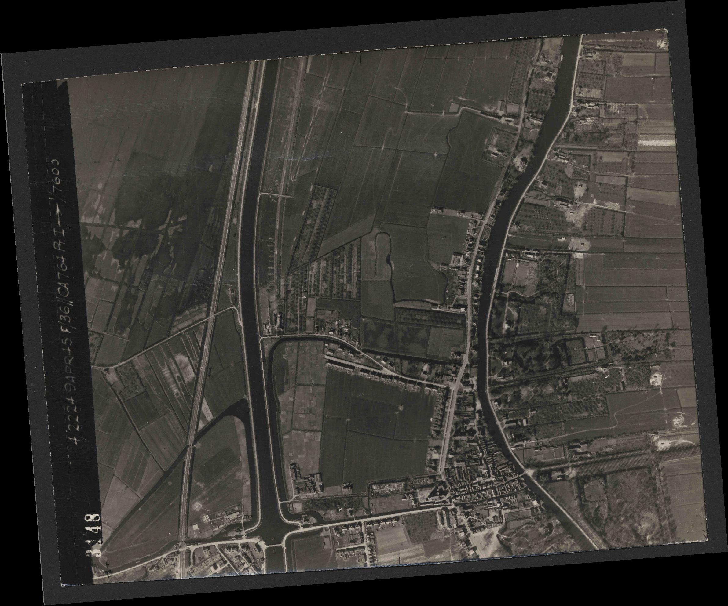Collection RAF aerial photos 1940-1945 - flight 271, run 11, photo 3148
