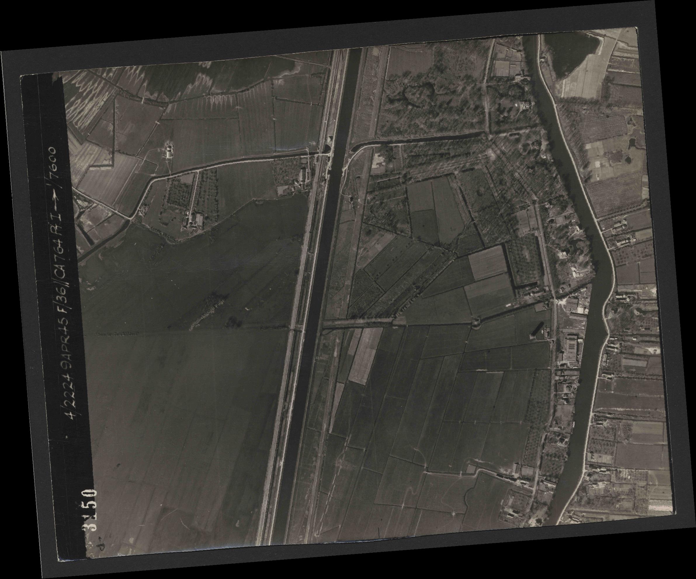 Collection RAF aerial photos 1940-1945 - flight 271, run 11, photo 3150