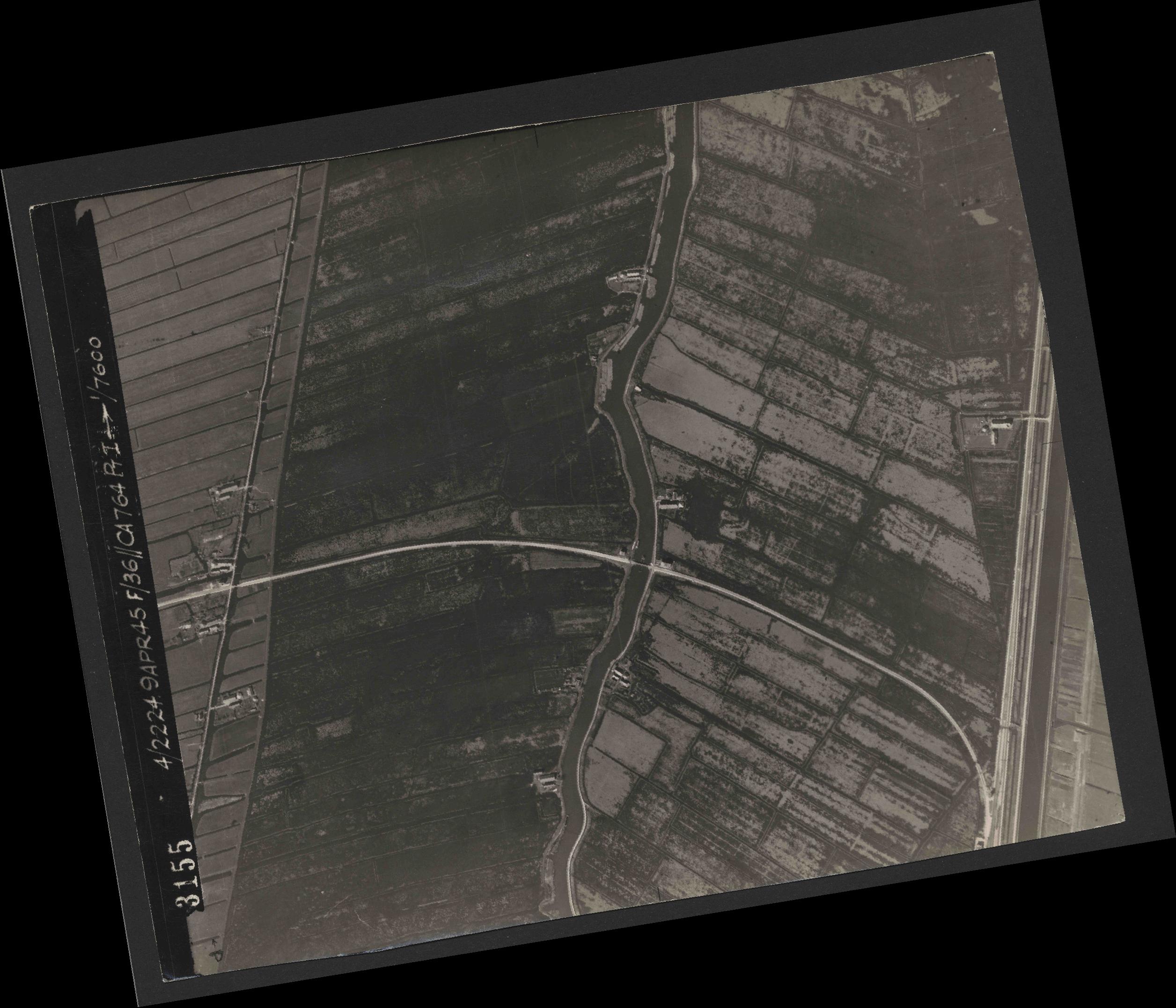 Collection RAF aerial photos 1940-1945 - flight 271, run 11, photo 3155