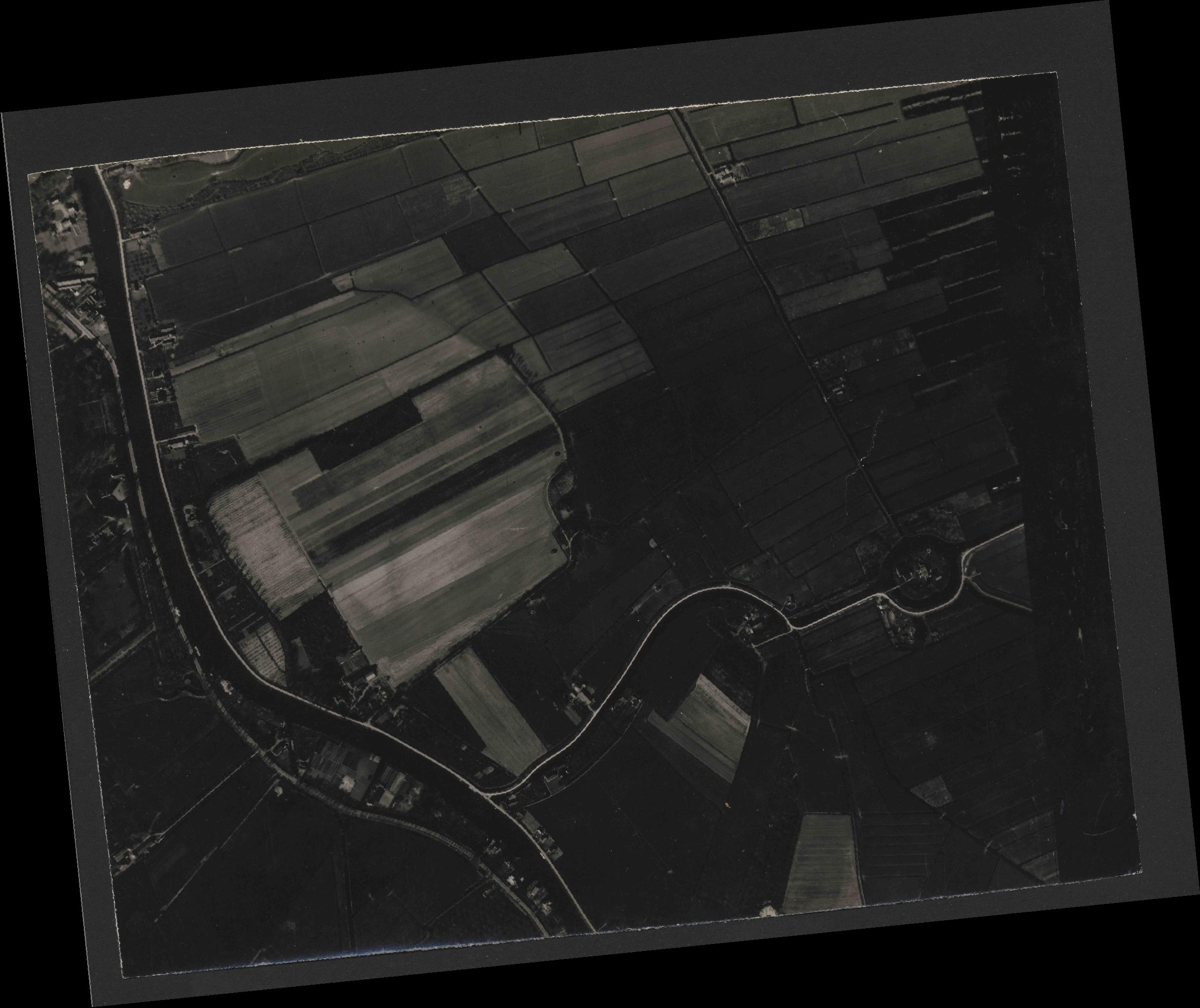 Collection RAF aerial photos 1940-1945 - flight 271, run 12, photo 4146