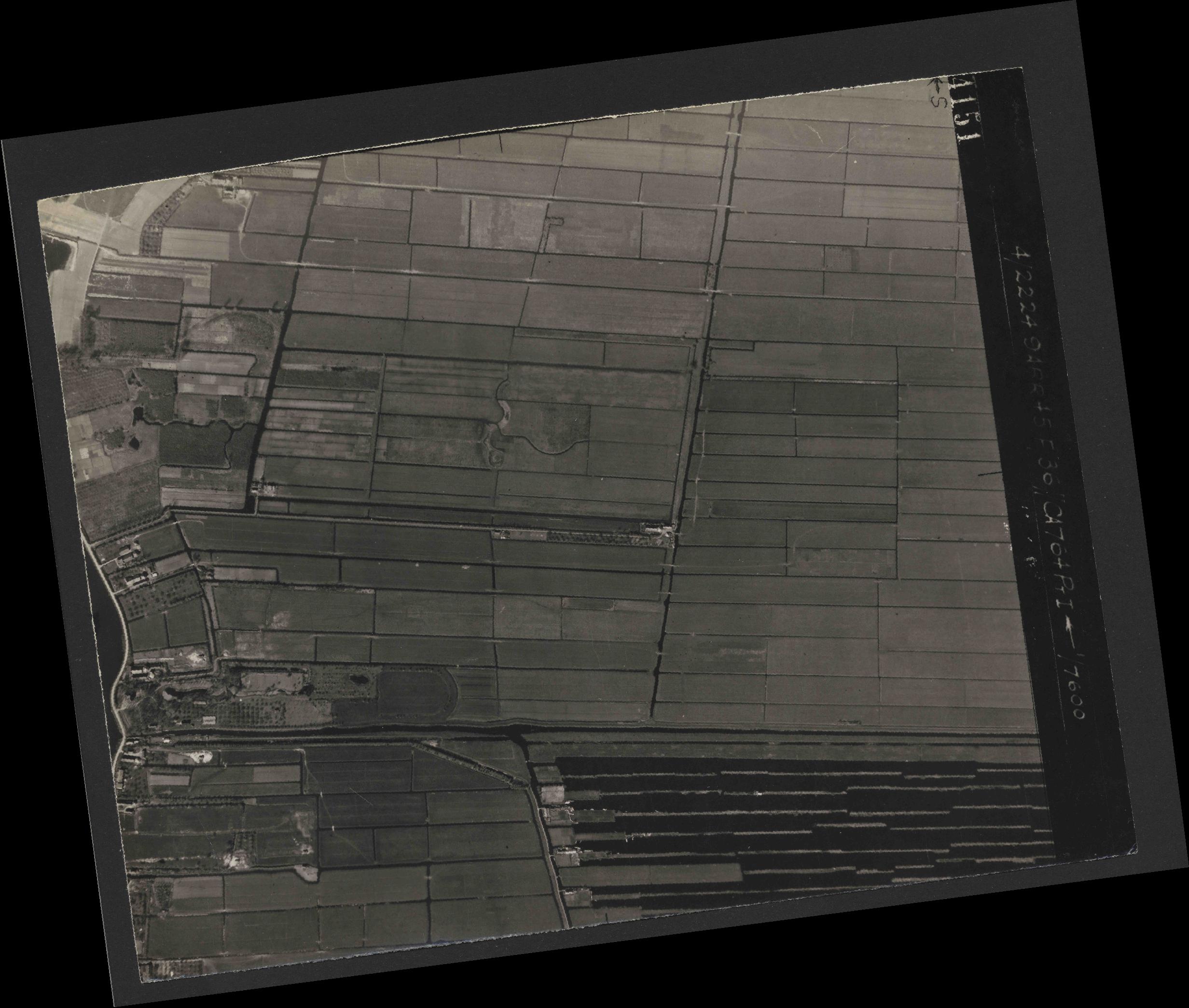 Collection RAF aerial photos 1940-1945 - flight 271, run 12, photo 4151