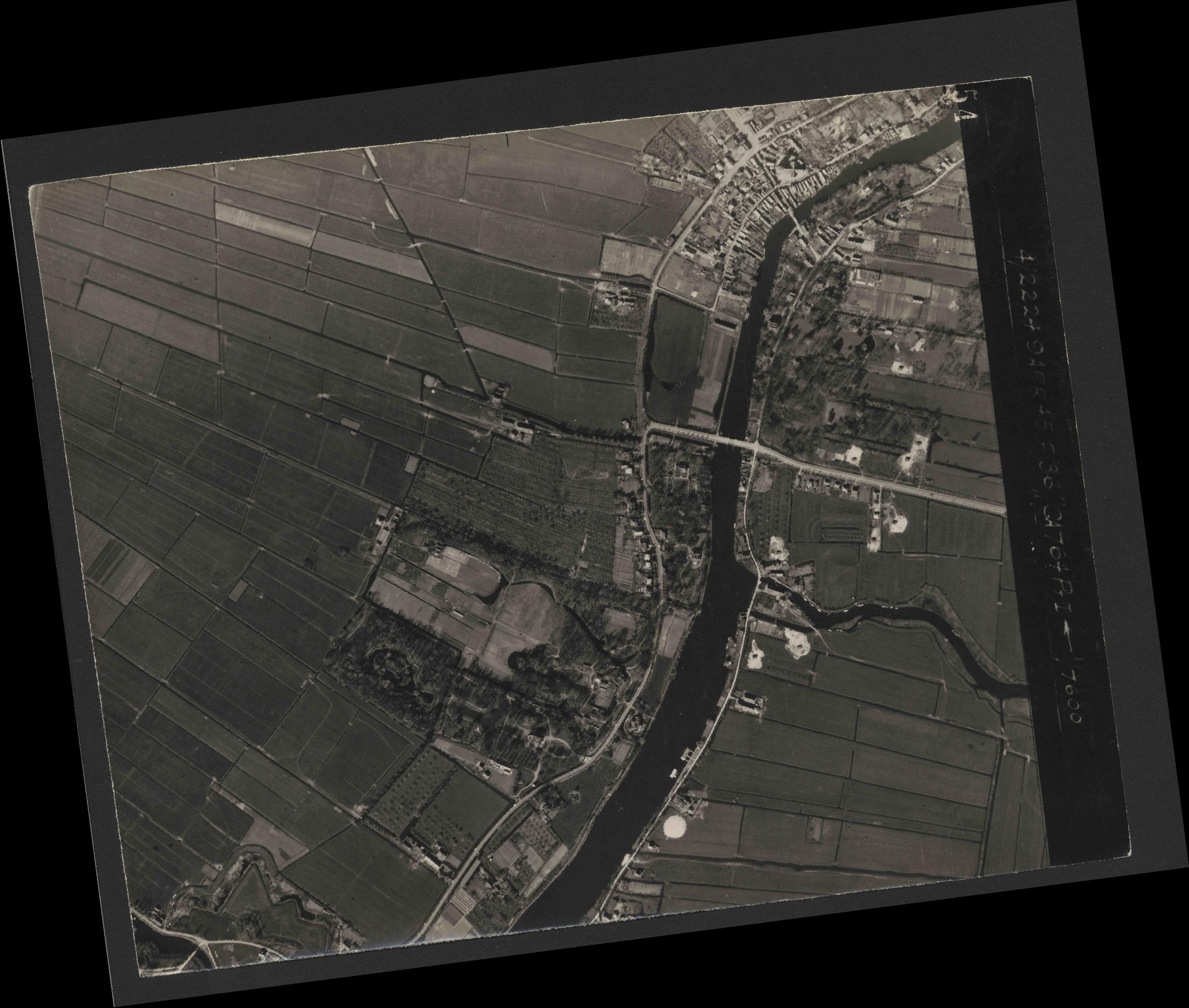 Collection RAF aerial photos 1940-1945 - flight 271, run 12, photo 4154