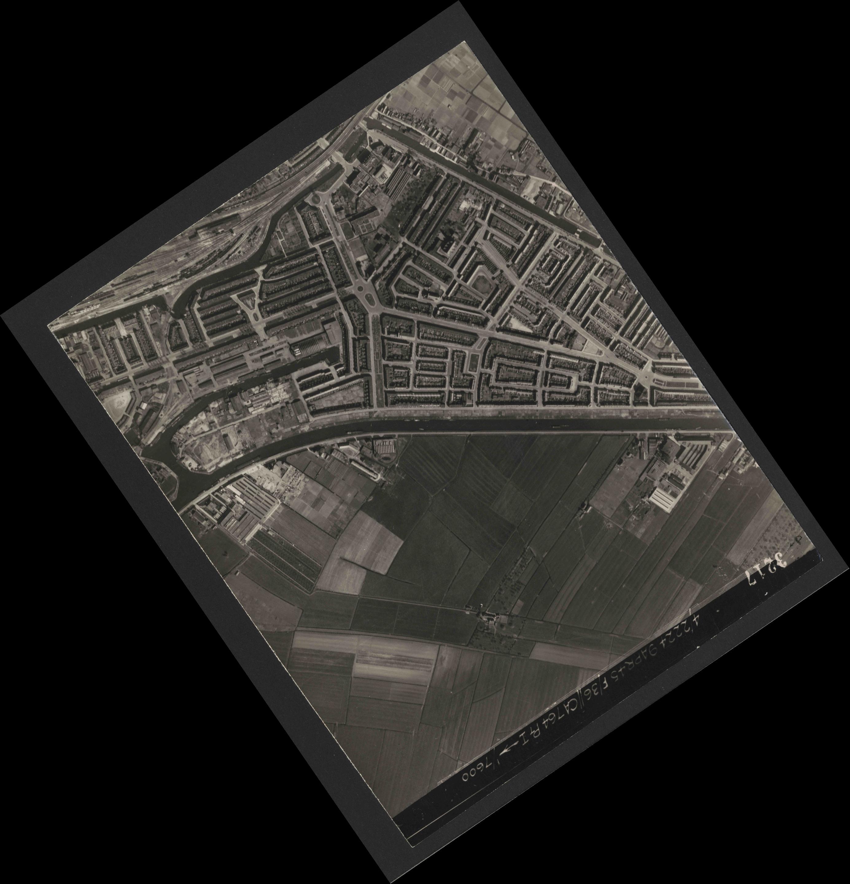 Collection RAF aerial photos 1940-1945 - flight 271, run 13, photo 3217