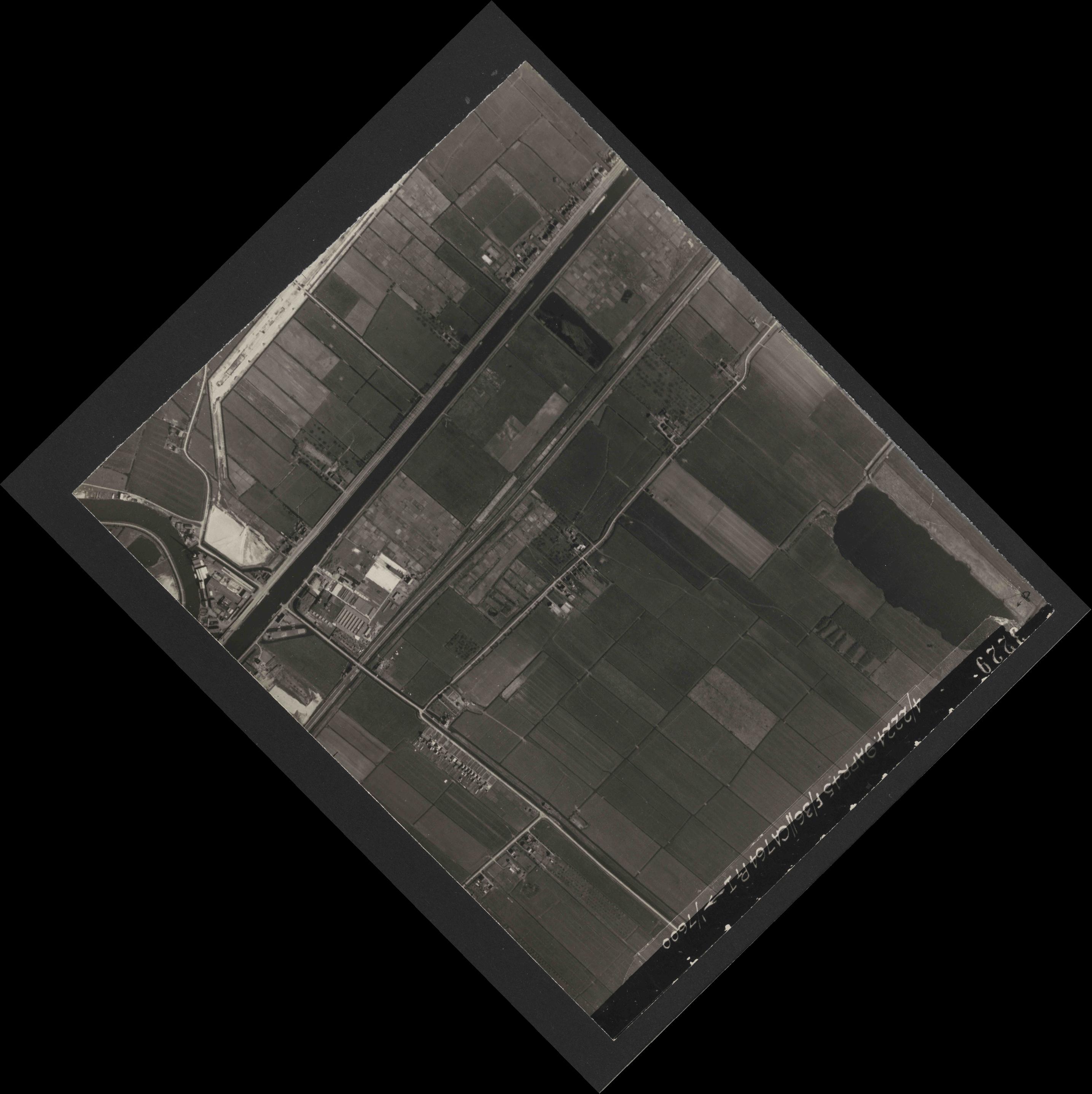 Collection RAF aerial photos 1940-1945 - flight 271, run 13, photo 3229