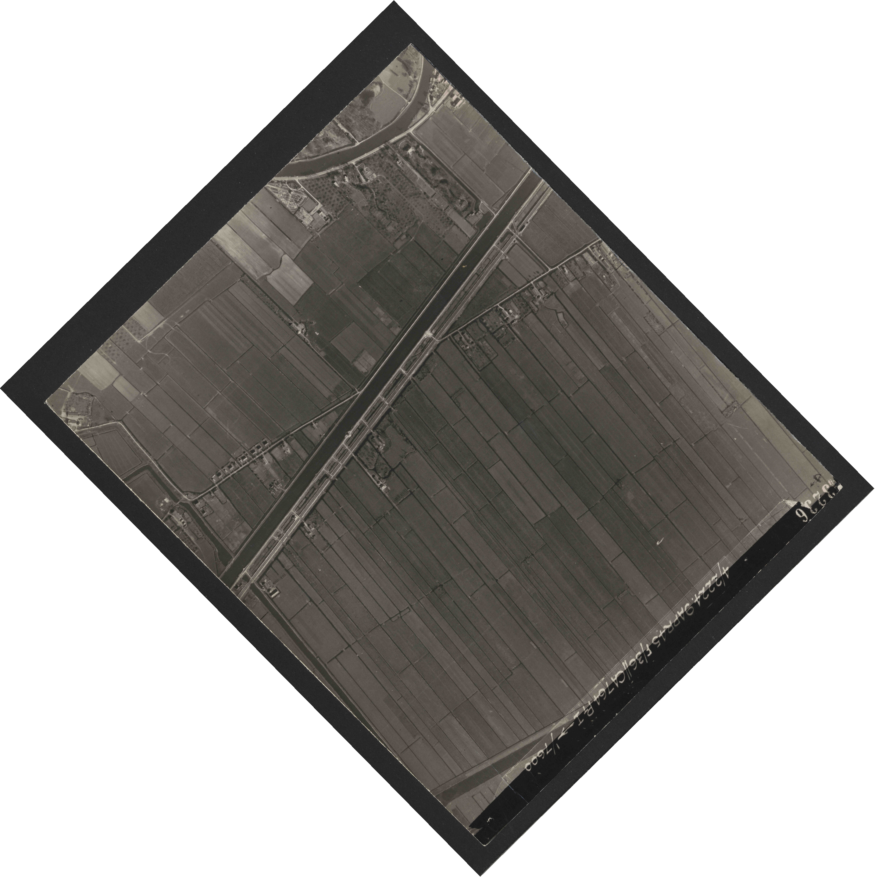 Collection RAF aerial photos 1940-1945 - flight 271, run 13, photo 3236