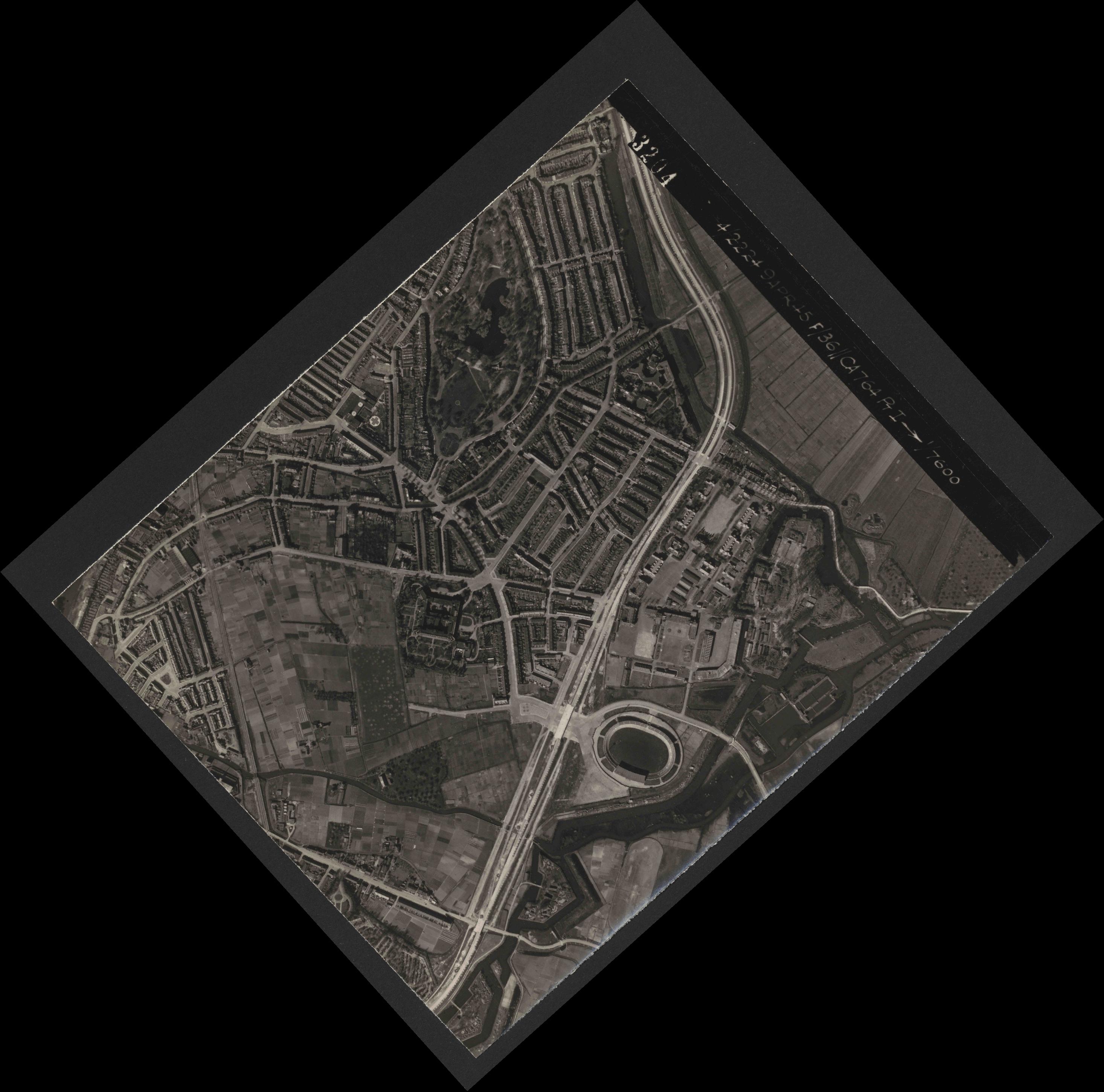 Collection RAF aerial photos 1940-1945 - flight 271, run 18, photo 3204