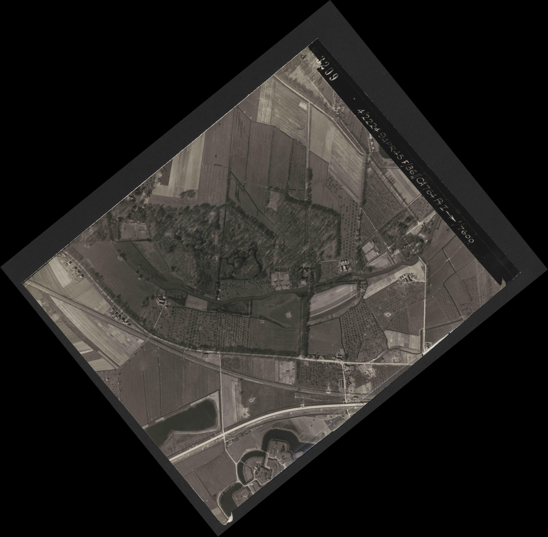 Collection RAF aerial photos 1940-1945 - flight 271, run 18, photo 3209