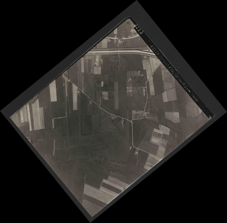 Collection RAF aerial photos 1940-1945 - flight 271, run 18, photo 3213