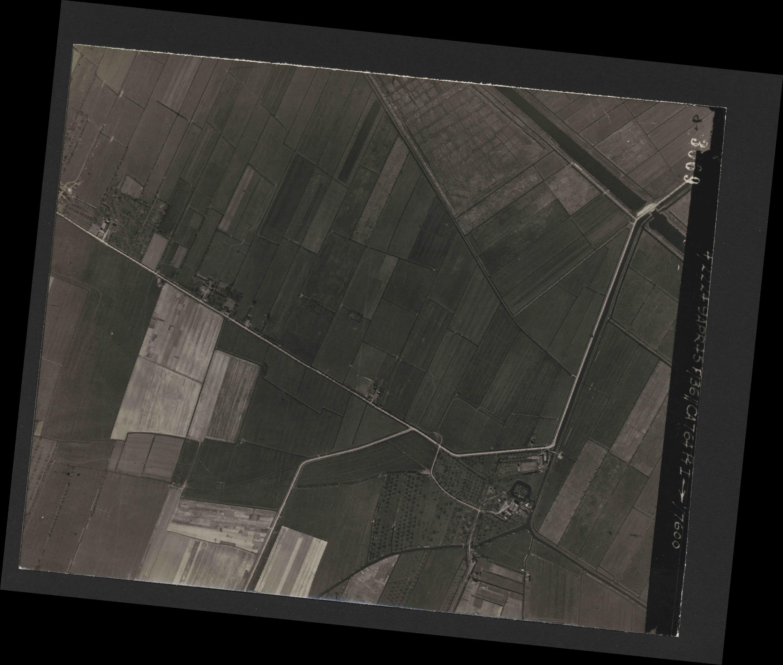 Collection RAF aerial photos 1940-1945 - flight 271, run 20, photo 3069