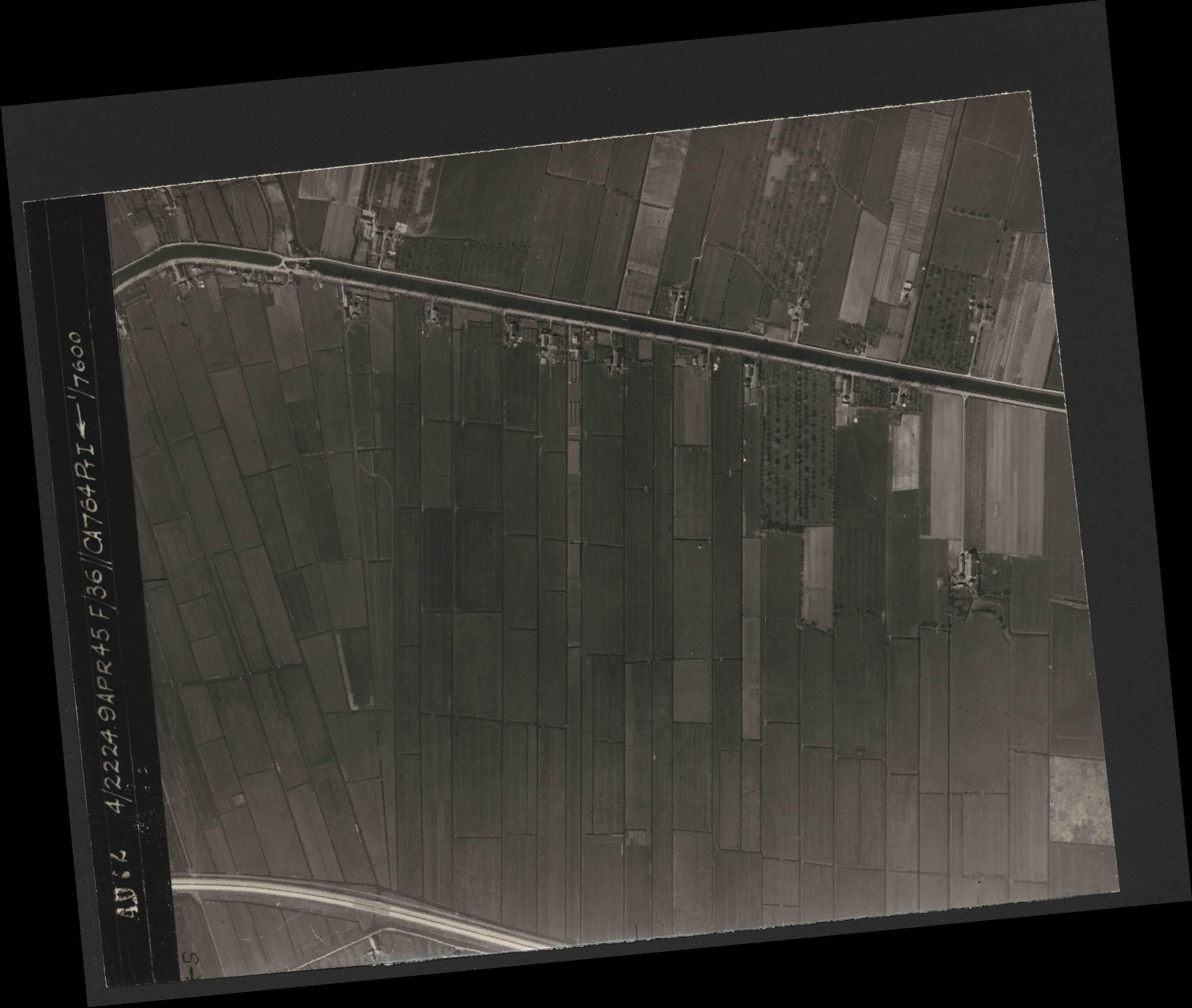 Collection RAF aerial photos 1940-1945 - flight 271, run 21, photo 4072