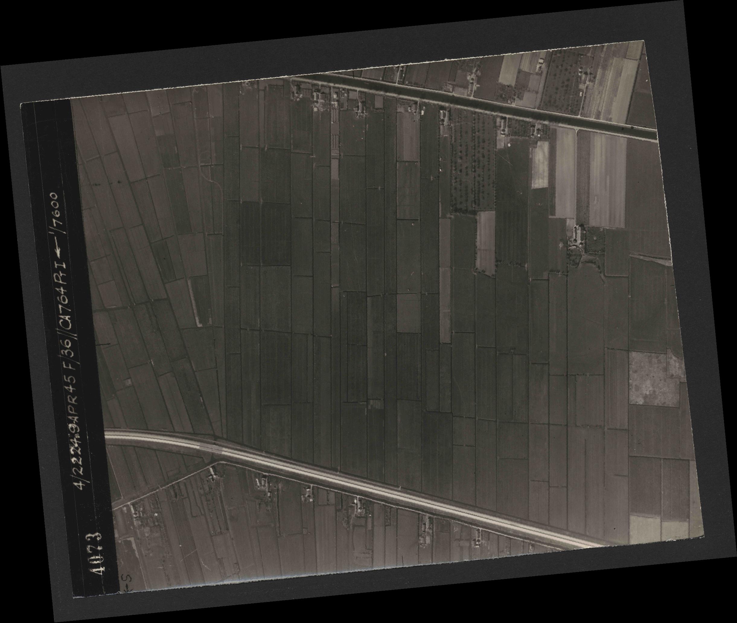 Collection RAF aerial photos 1940-1945 - flight 271, run 21, photo 4073