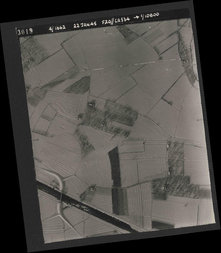 Collection RAF aerial photos 1940-1945 - flight 276, run 06, photo 3019