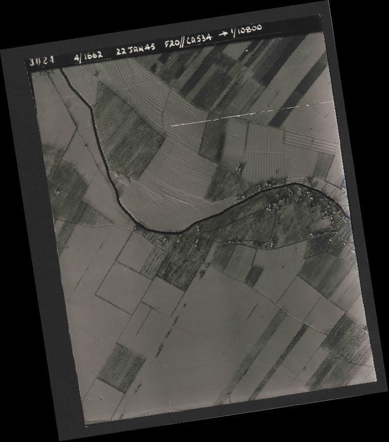 Collection RAF aerial photos 1940-1945 - flight 276, run 06, photo 3024