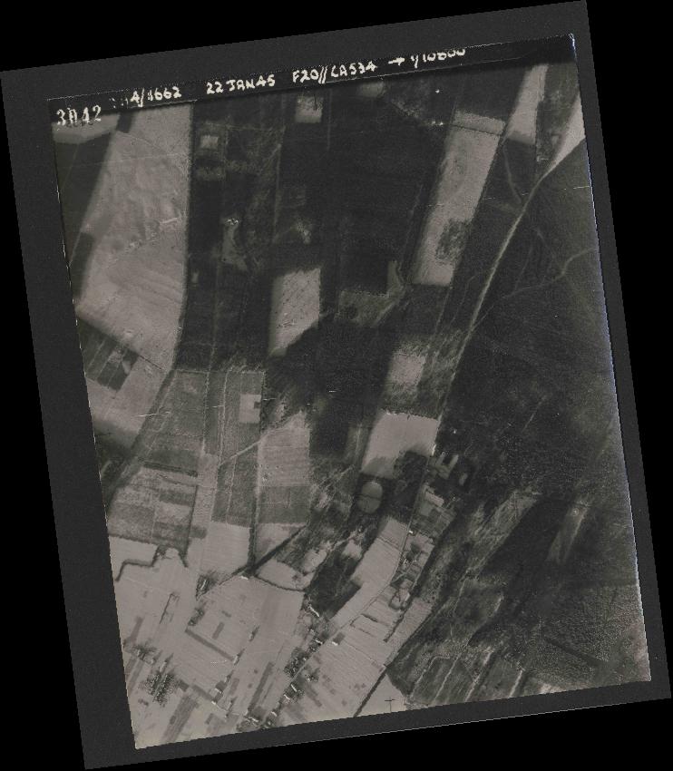 Collection RAF aerial photos 1940-1945 - flight 276, run 06, photo 3042