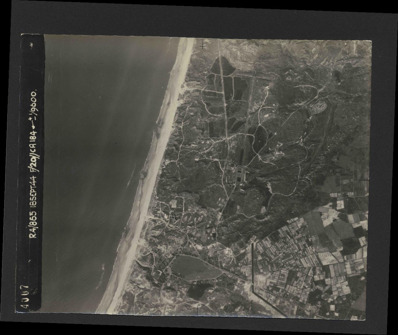 Collection RAF aerial photos 1940-1945 - flight 280, run 01, photo 4007