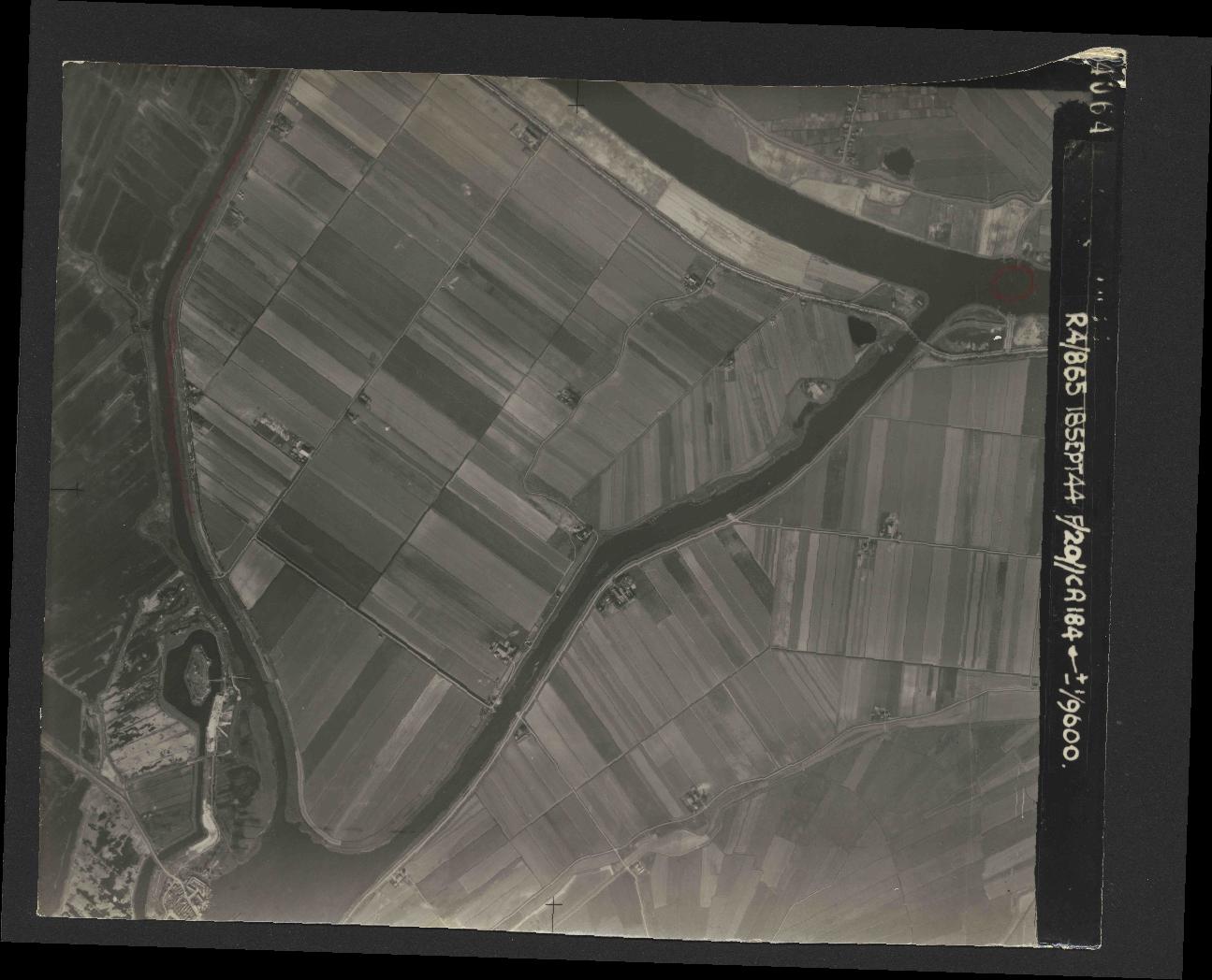 Collection RAF aerial photos 1940-1945 - flight 280, run 04, photo 4064