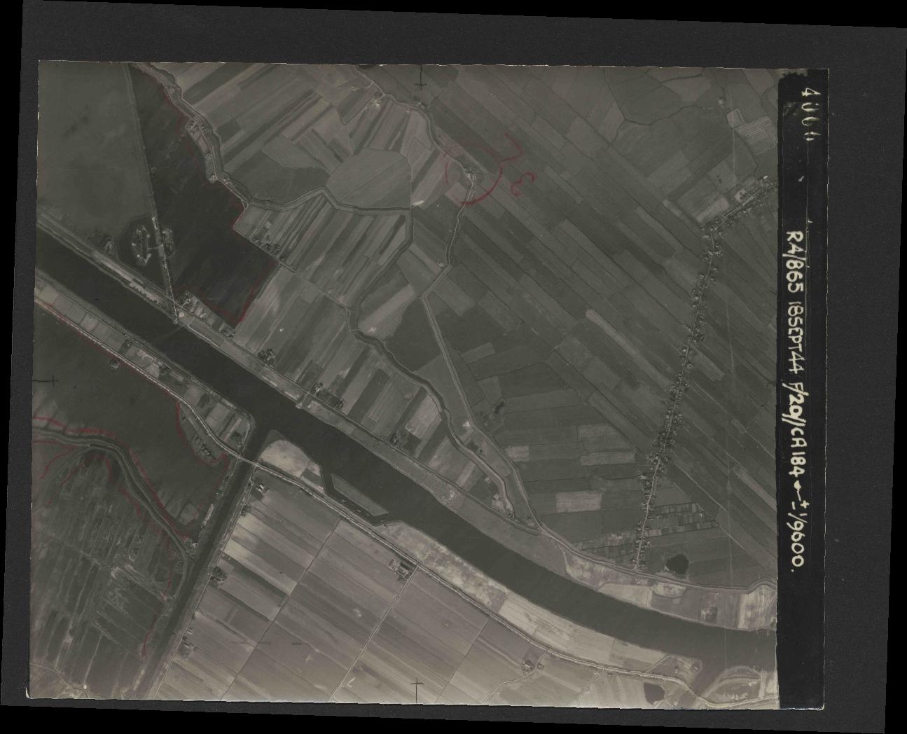 Collection RAF aerial photos 1940-1945 - flight 280, run 04, photo 4066