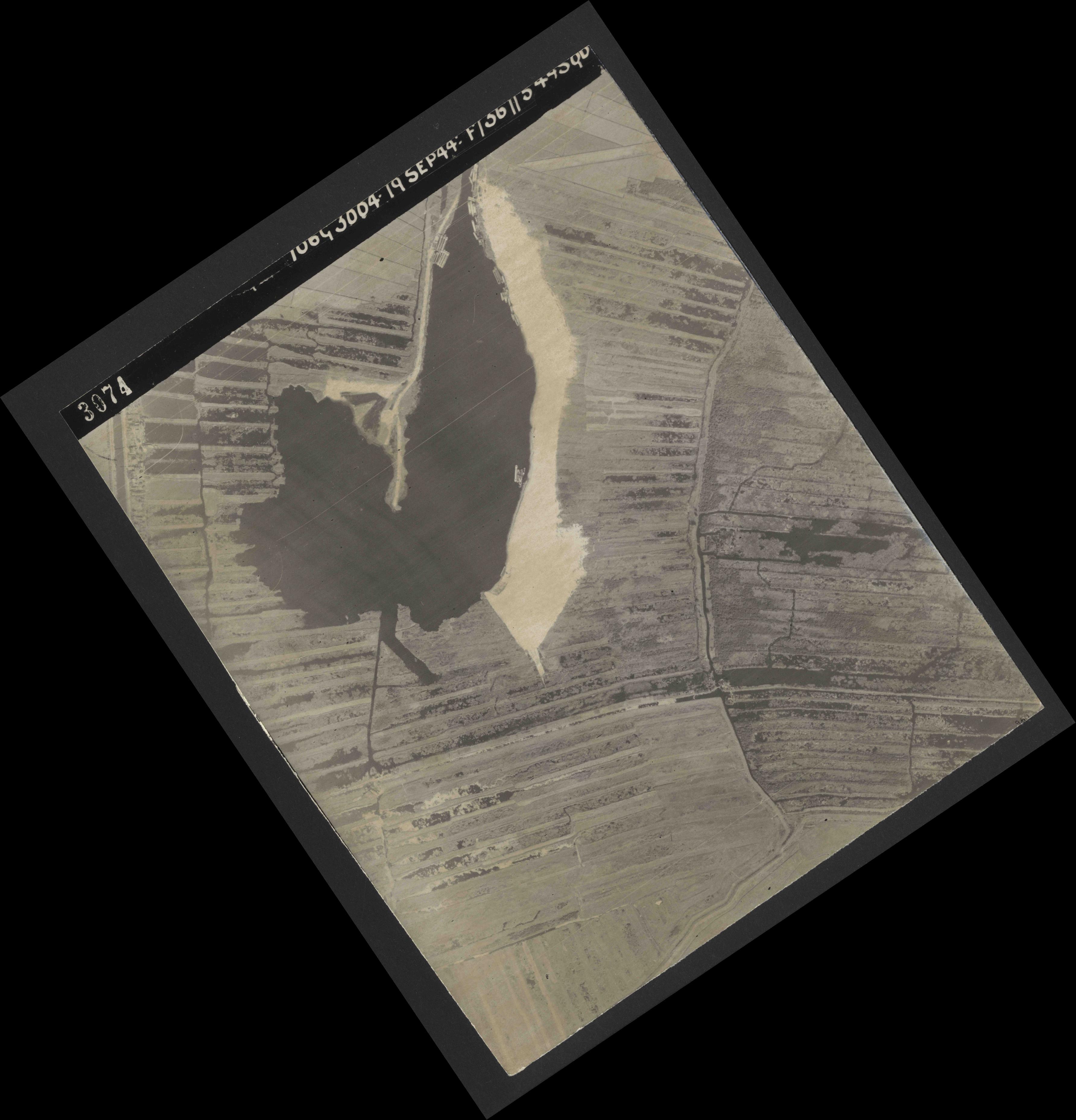 Collection RAF aerial photos 1940-1945 - flight 281, run 01, photo 3074