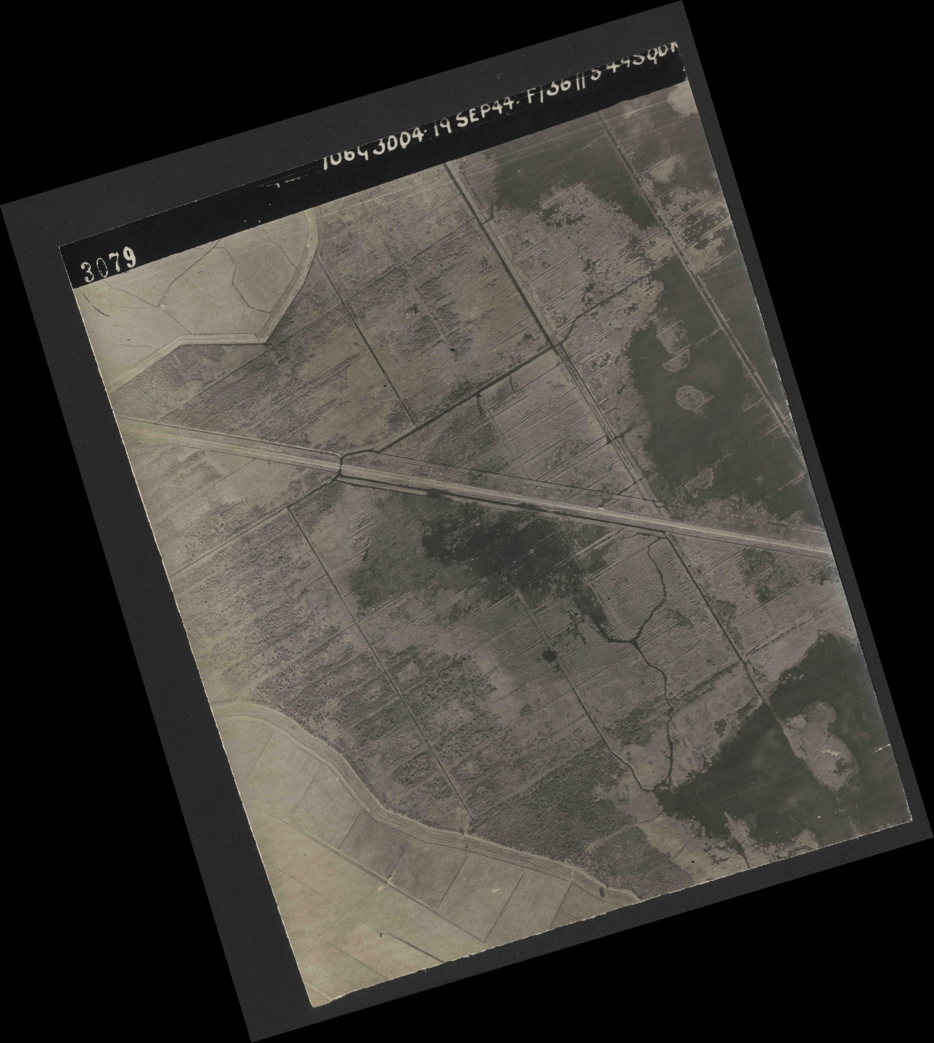 Collection RAF aerial photos 1940-1945 - flight 281, run 01, photo 3079