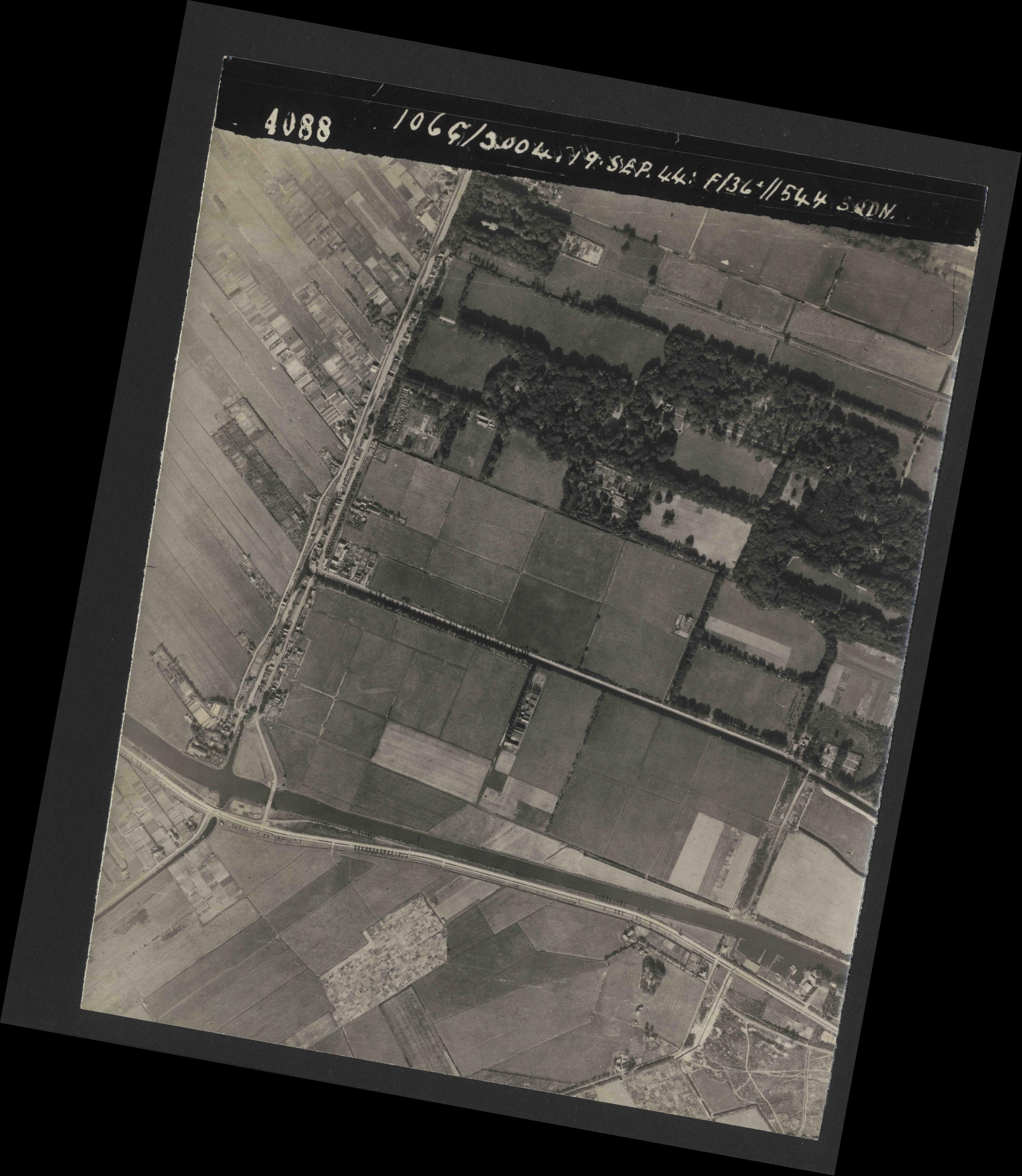 Collection RAF aerial photos 1940-1945 - flight 281, run 03, photo 4088
