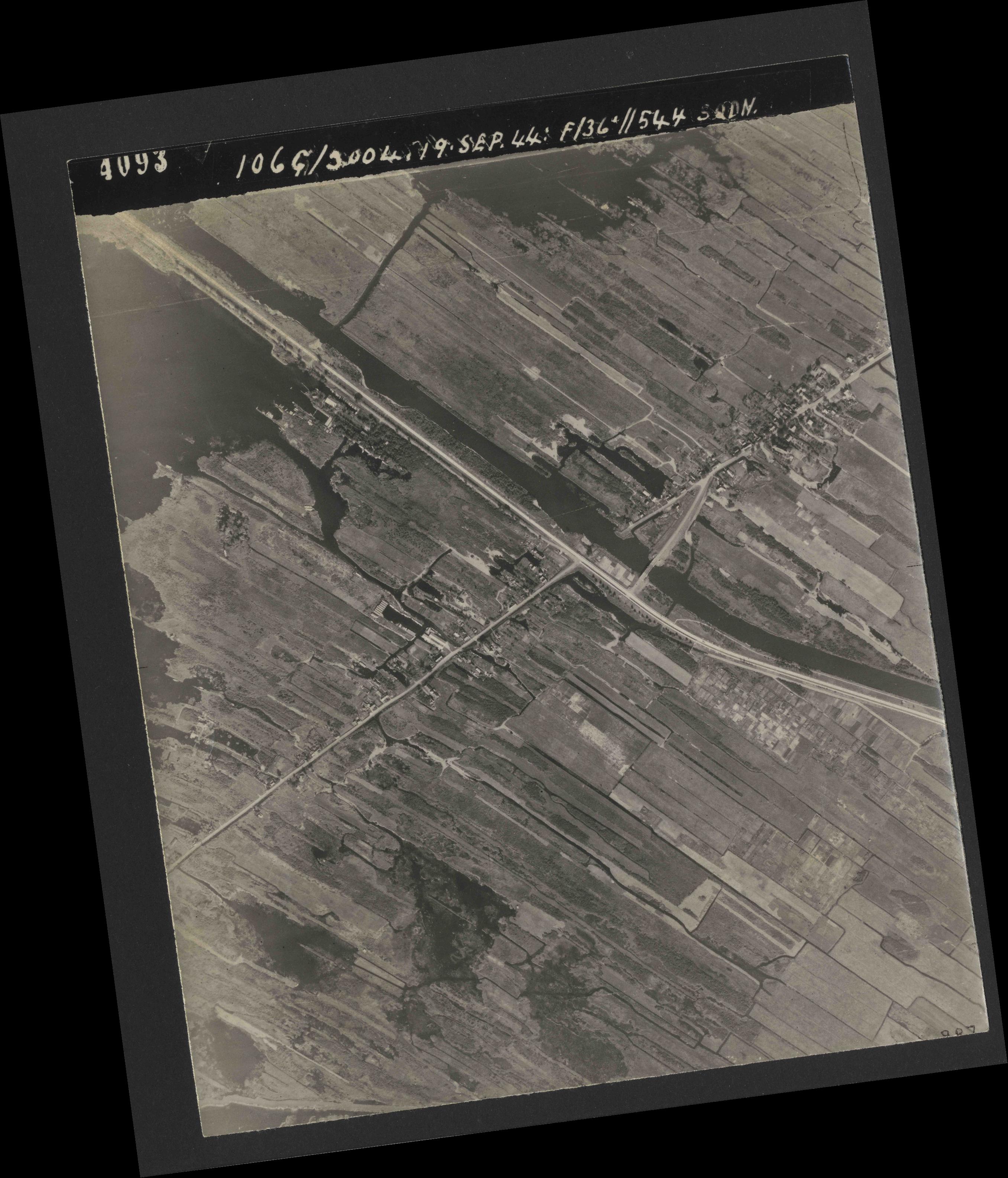 Collection RAF aerial photos 1940-1945 - flight 281, run 03, photo 4093