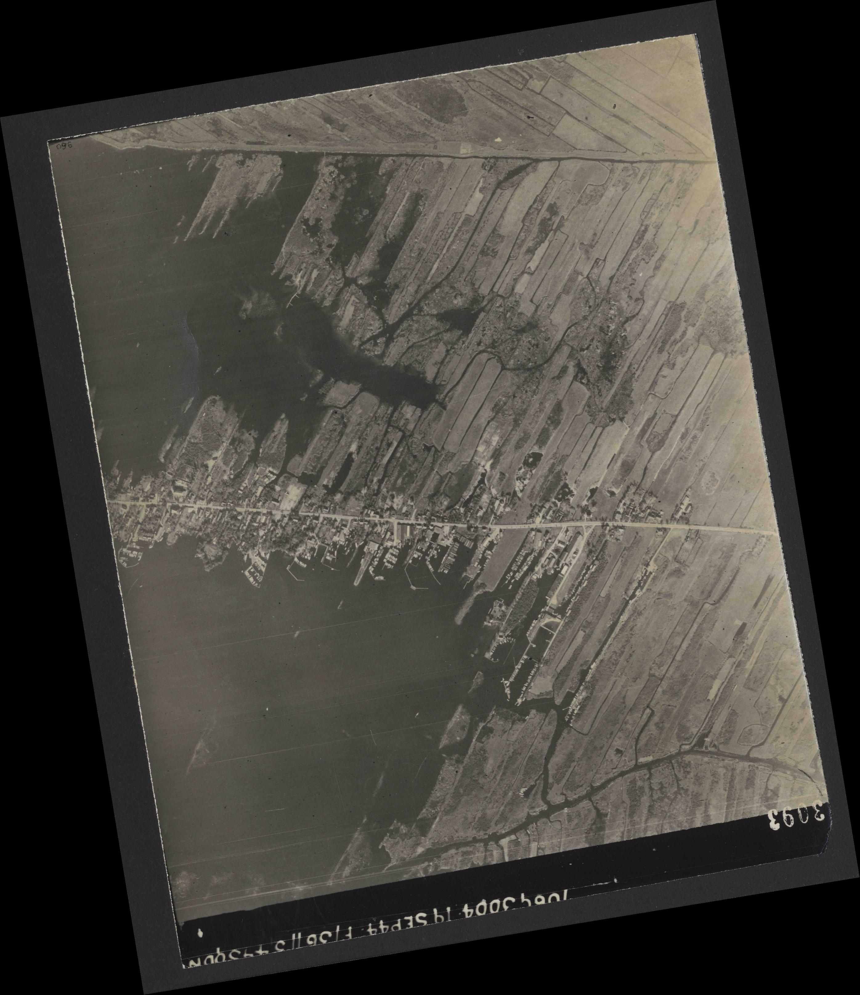 Collection RAF aerial photos 1940-1945 - flight 281, run 04, photo 3093