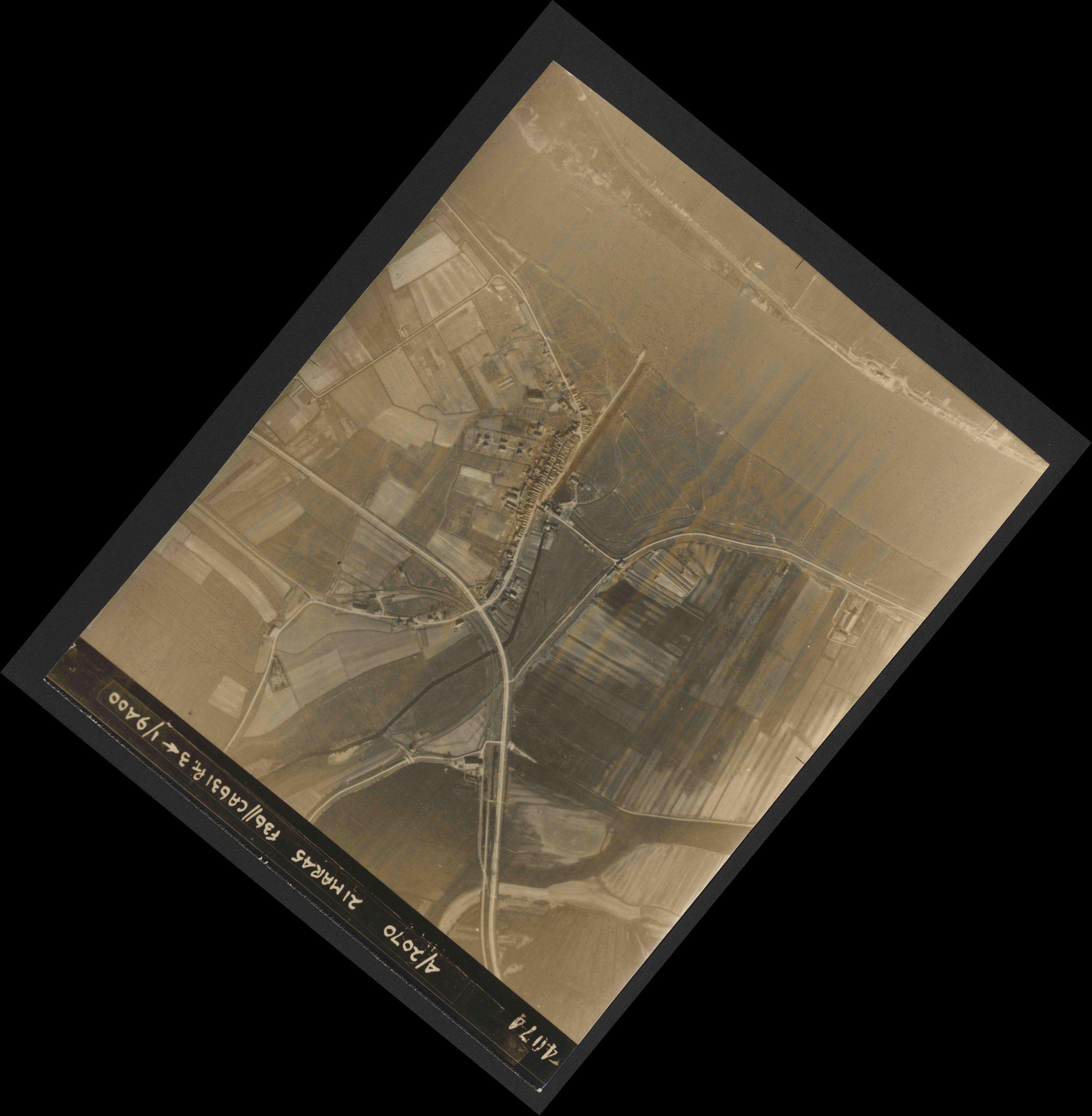 Collection RAF aerial photos 1940-1945 - flight 288, run 08, photo 4074
