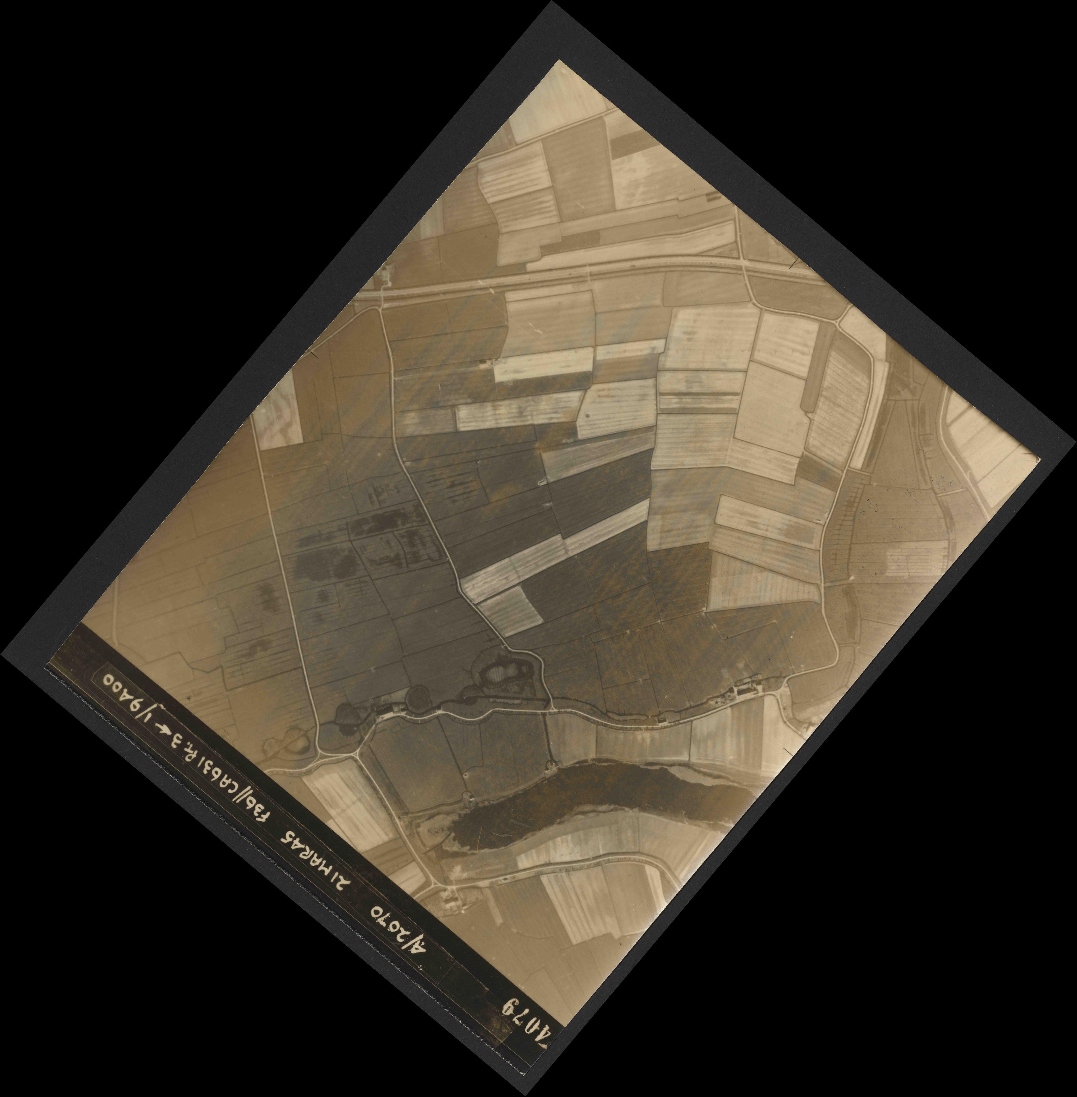 Collection RAF aerial photos 1940-1945 - flight 288, run 08, photo 4079