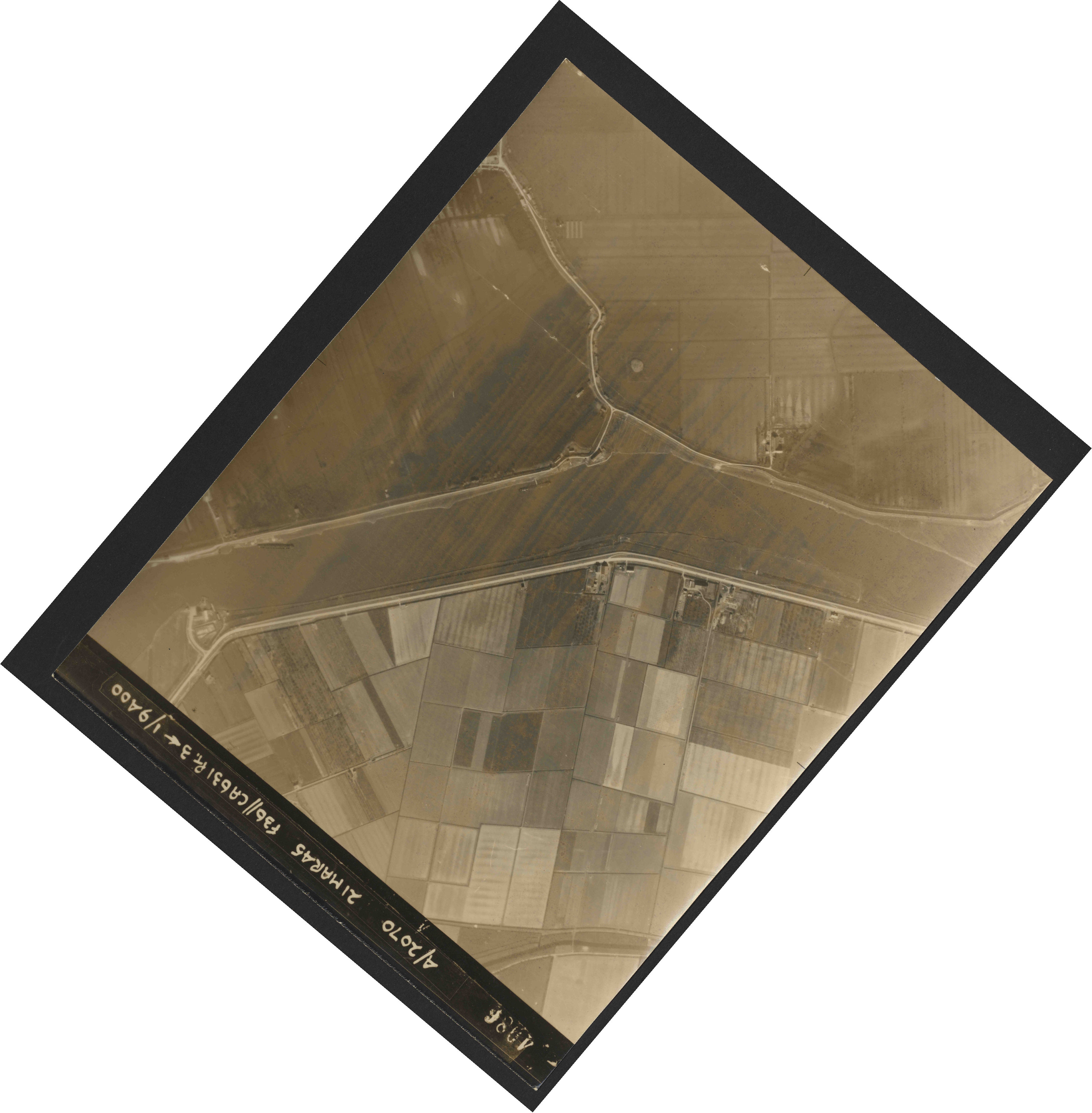 Collection RAF aerial photos 1940-1945 - flight 288, run 08, photo 4086
