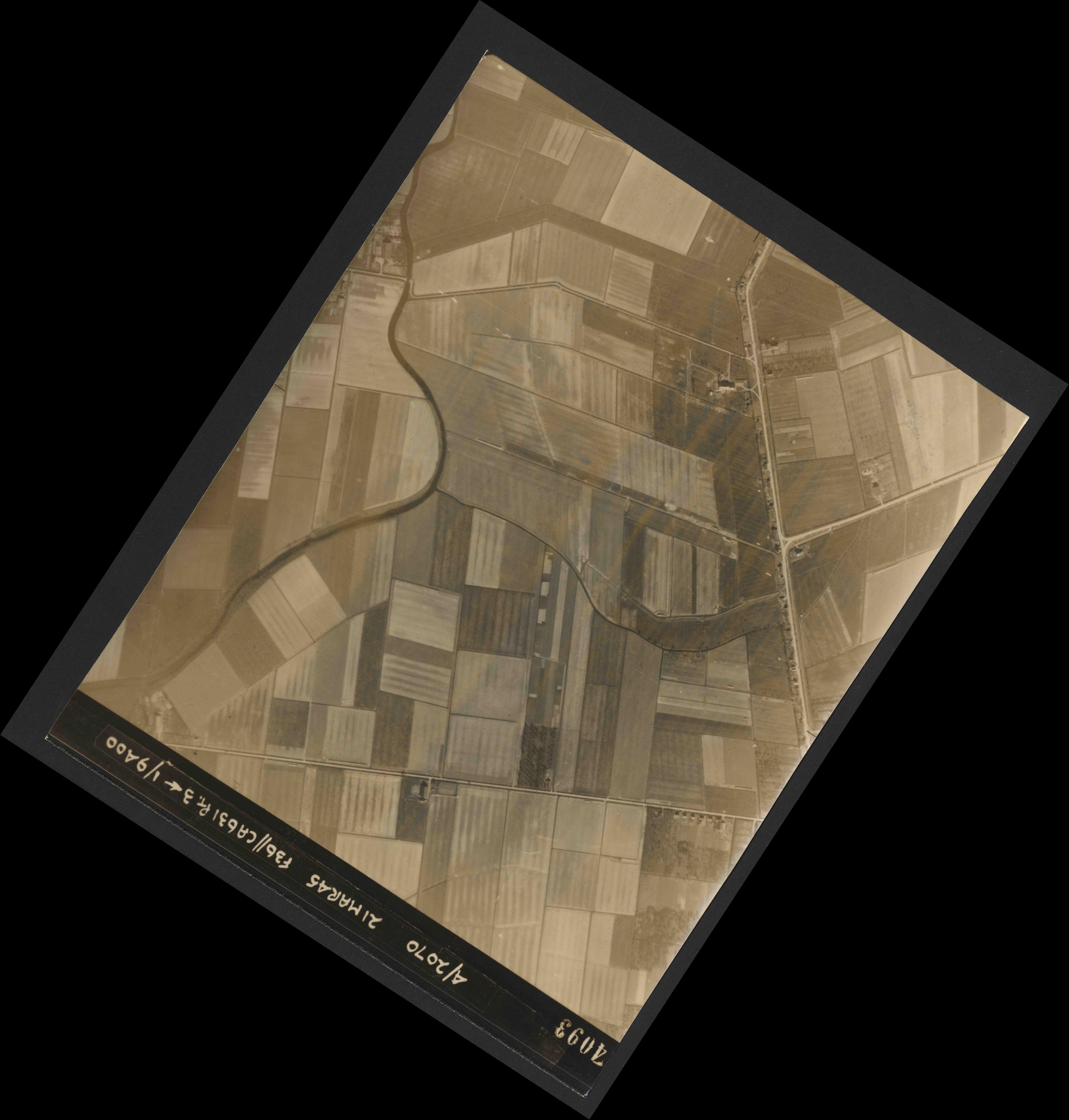 Collection RAF aerial photos 1940-1945 - flight 288, run 08, photo 4093