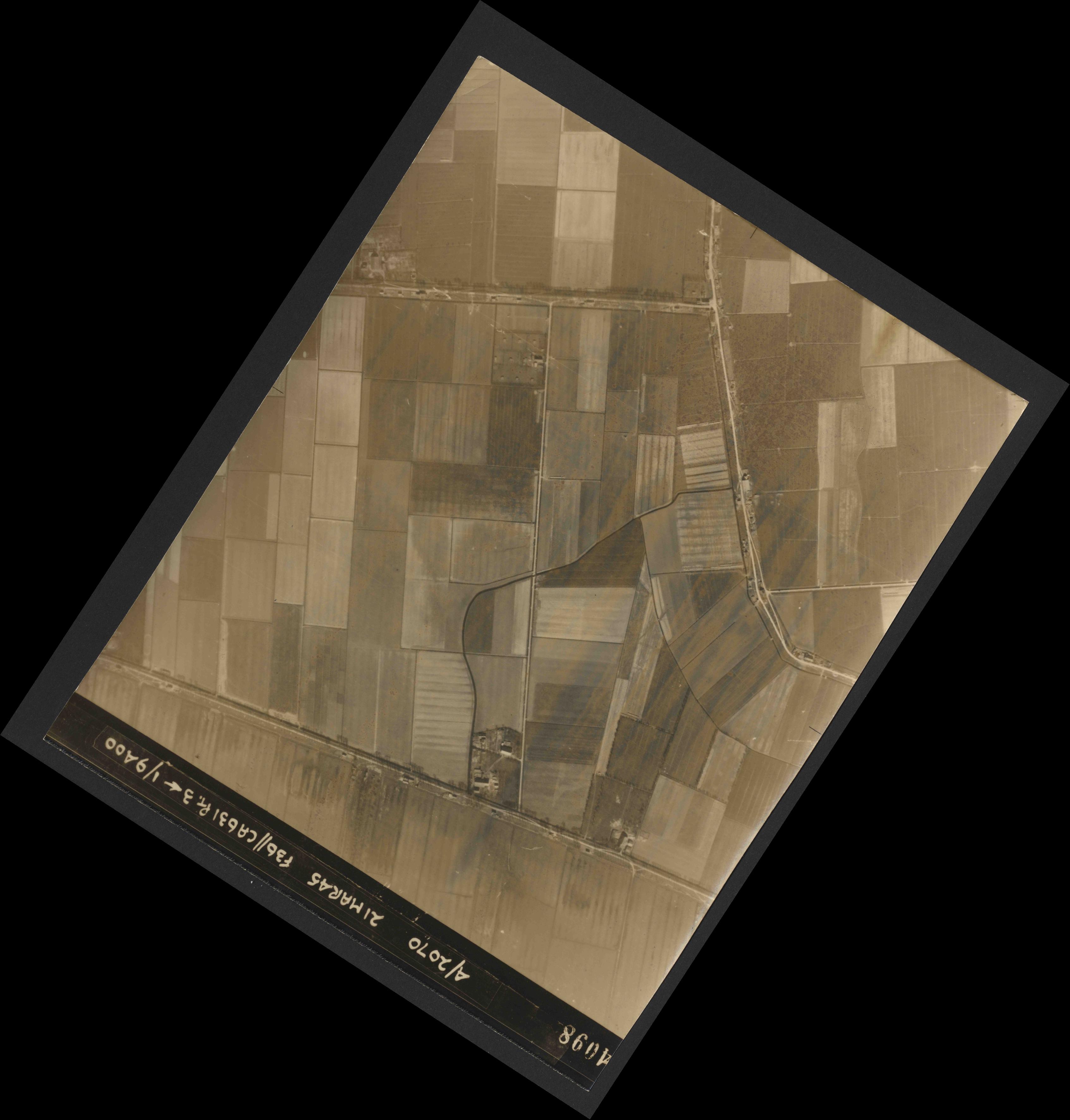 Collection RAF aerial photos 1940-1945 - flight 288, run 08, photo 4098