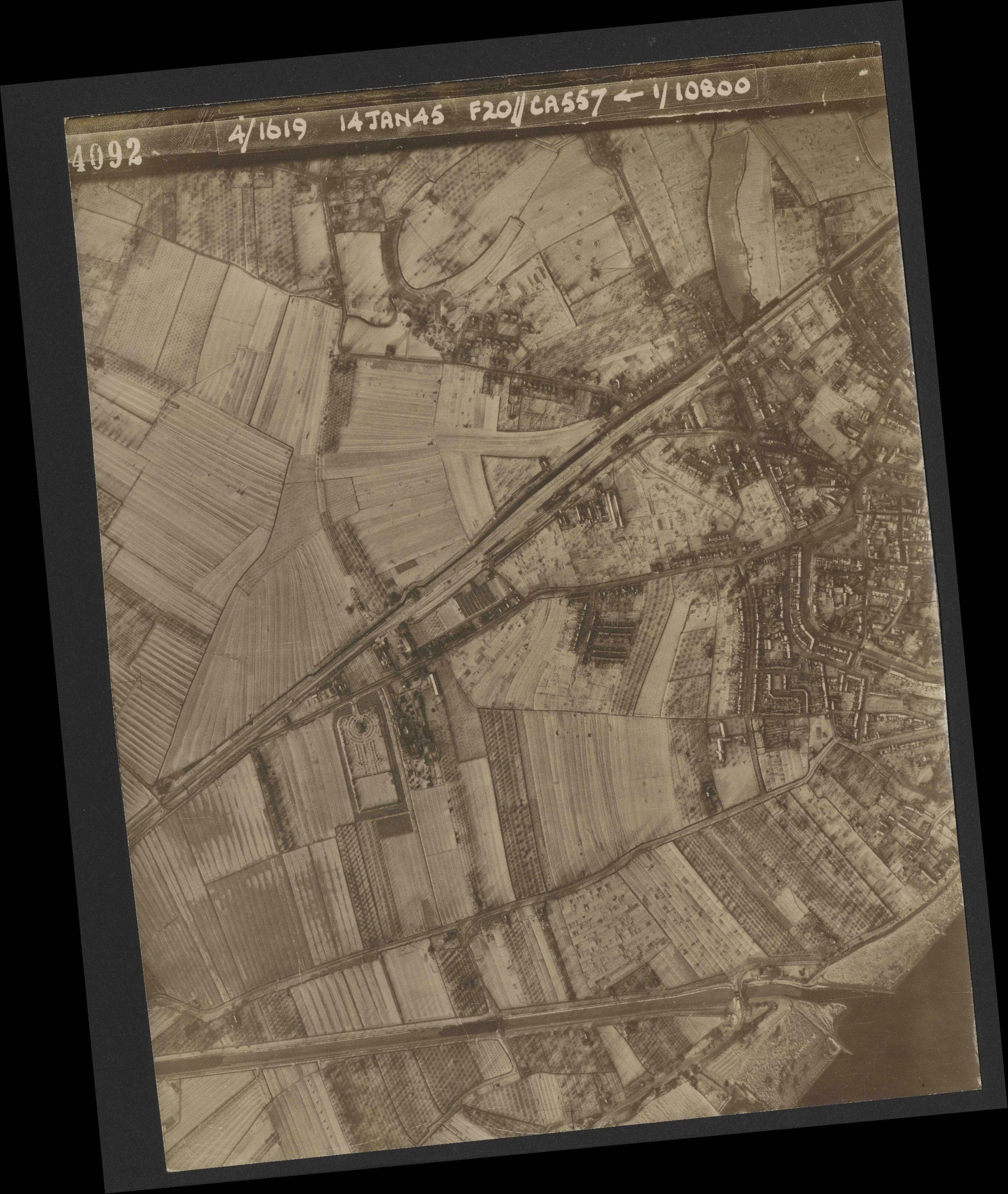 Collection RAF aerial photos 1940-1945 - flight 291, run 02, photo 4092