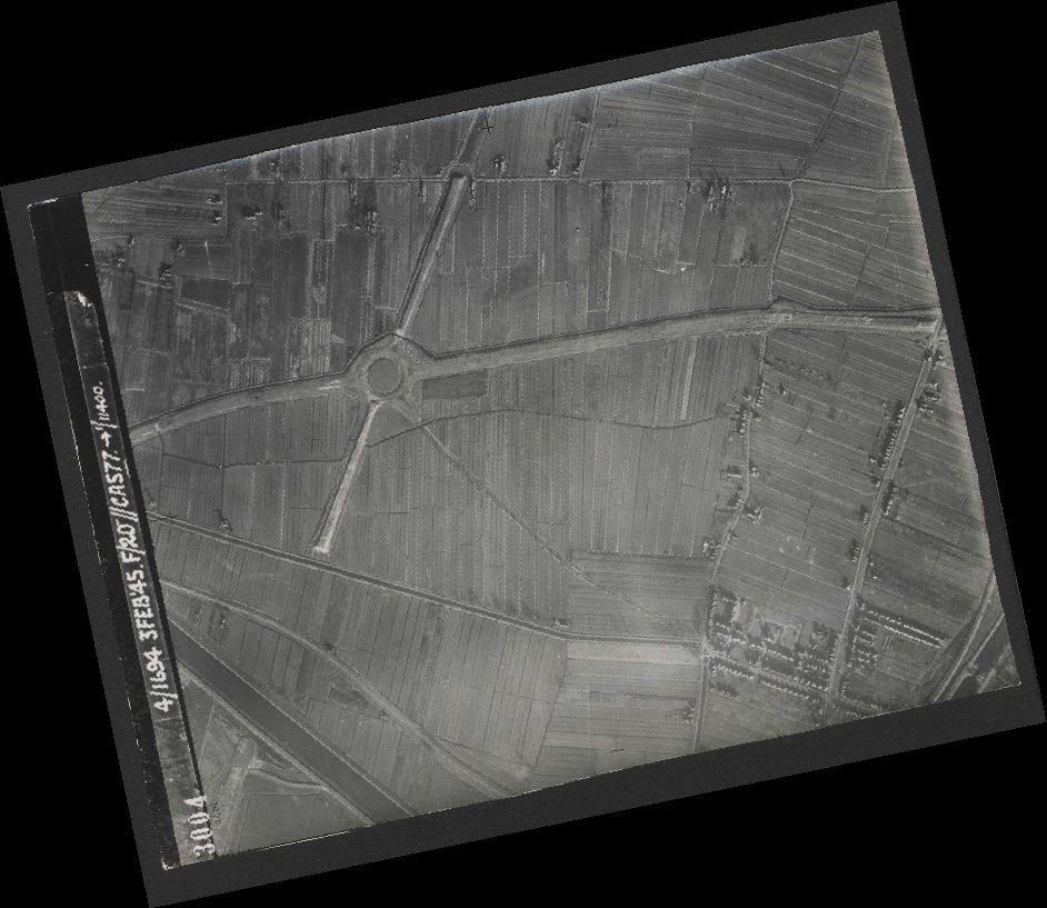 Collection RAF aerial photos 1940-1945 - flight 292, run 01, photo 3004