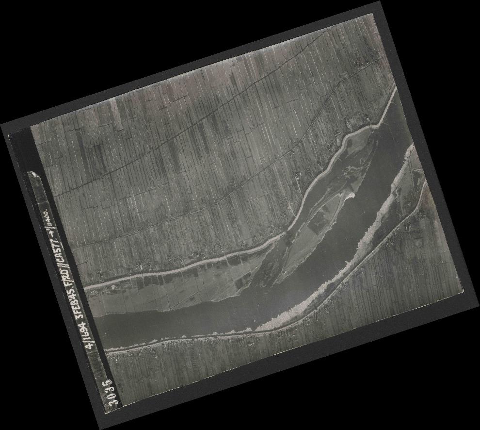 Collection RAF aerial photos 1940-1945 - flight 292, run 01, photo 3035
