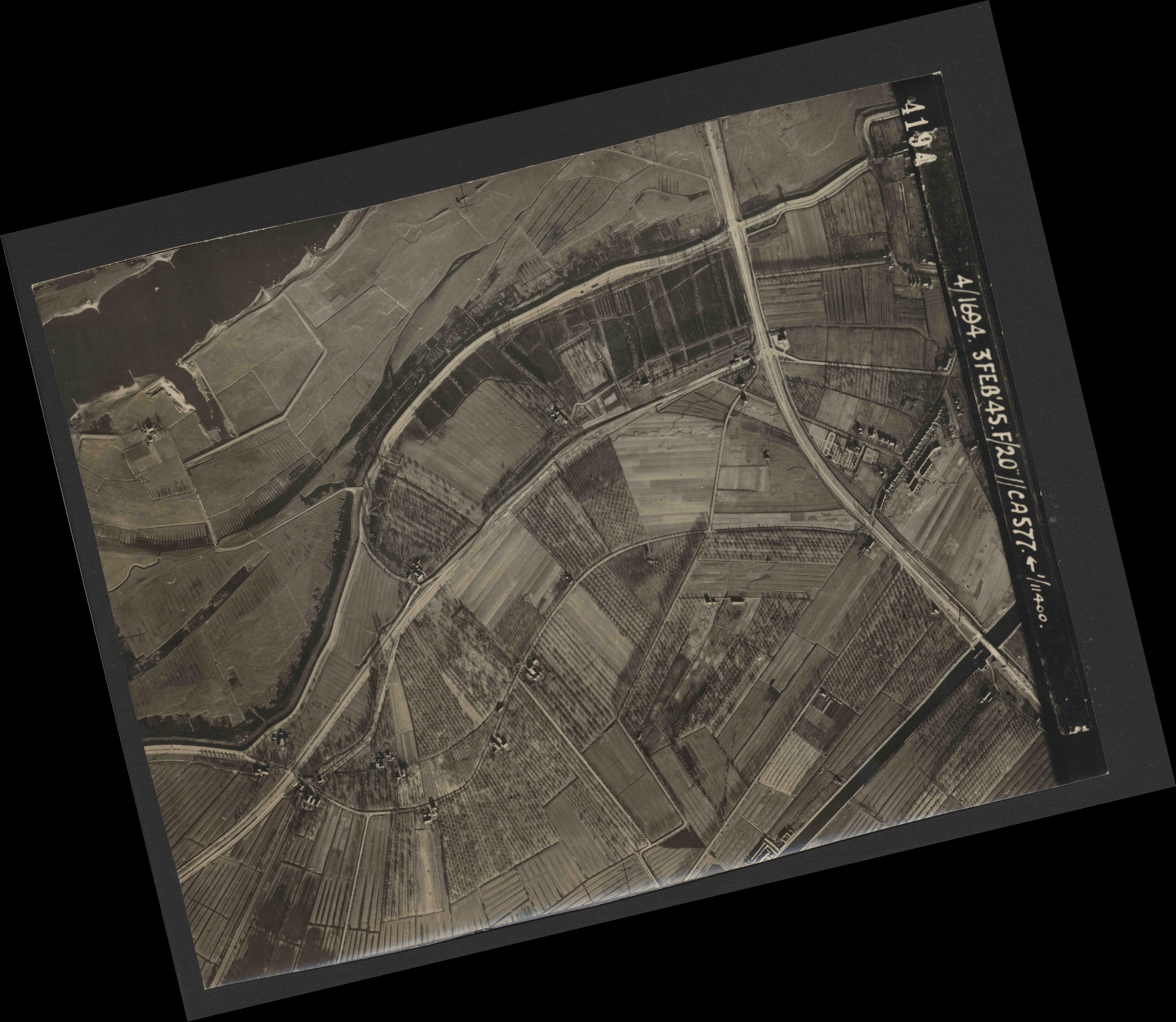 Collection RAF aerial photos 1940-1945 - flight 292, run 08, photo 4194