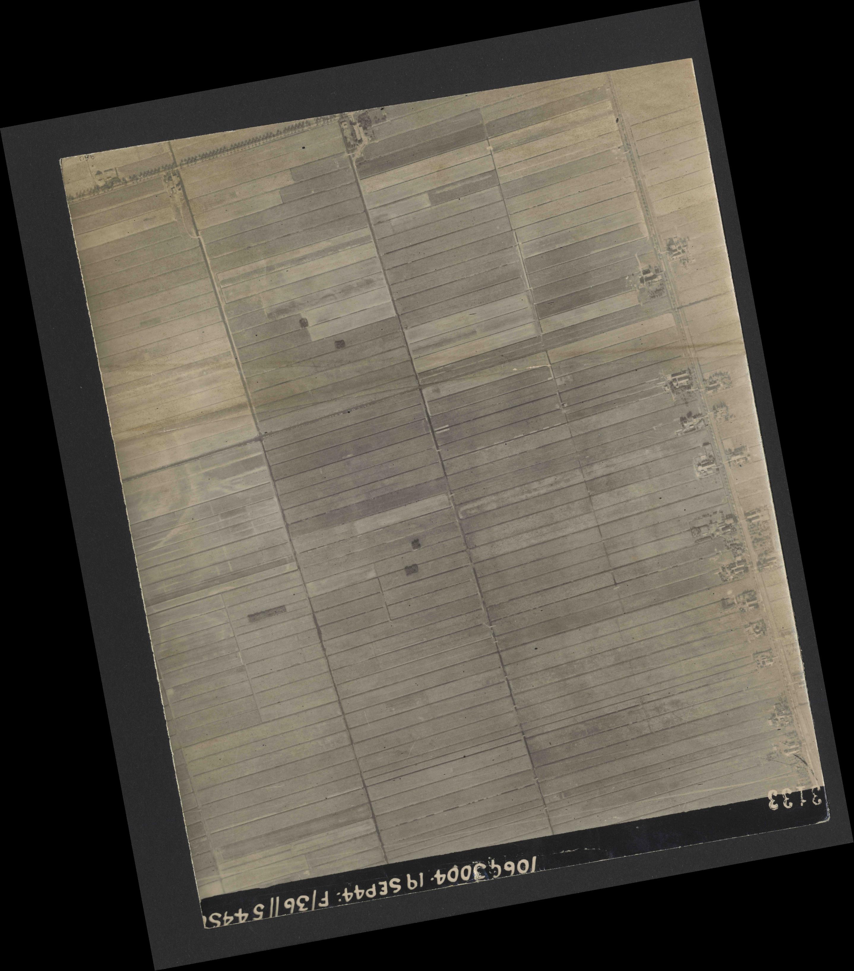 Collection RAF aerial photos 1940-1945 - flight 296, run 02, photo 3133
