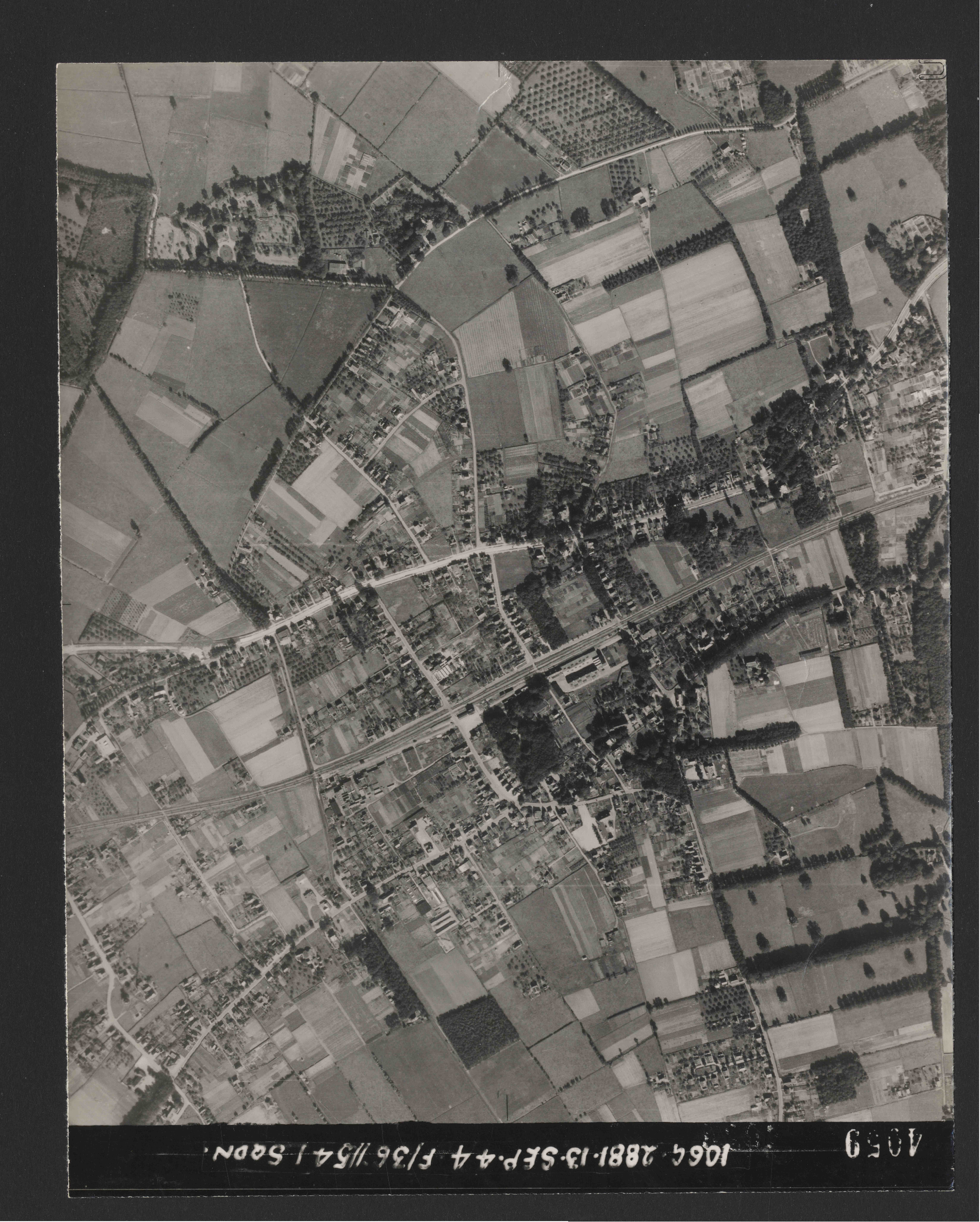 Collection RAF aerial photos 1940-1945 - flight 298, run 17, photo 4059